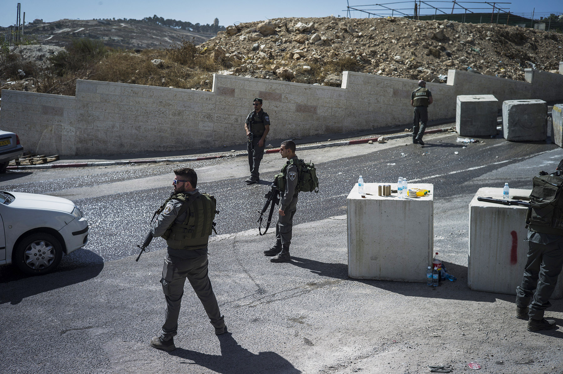 Israeli police and border police stop and check Palestinians going out of East Jerusalem neighborhoods, on Oct. 15, 2015.