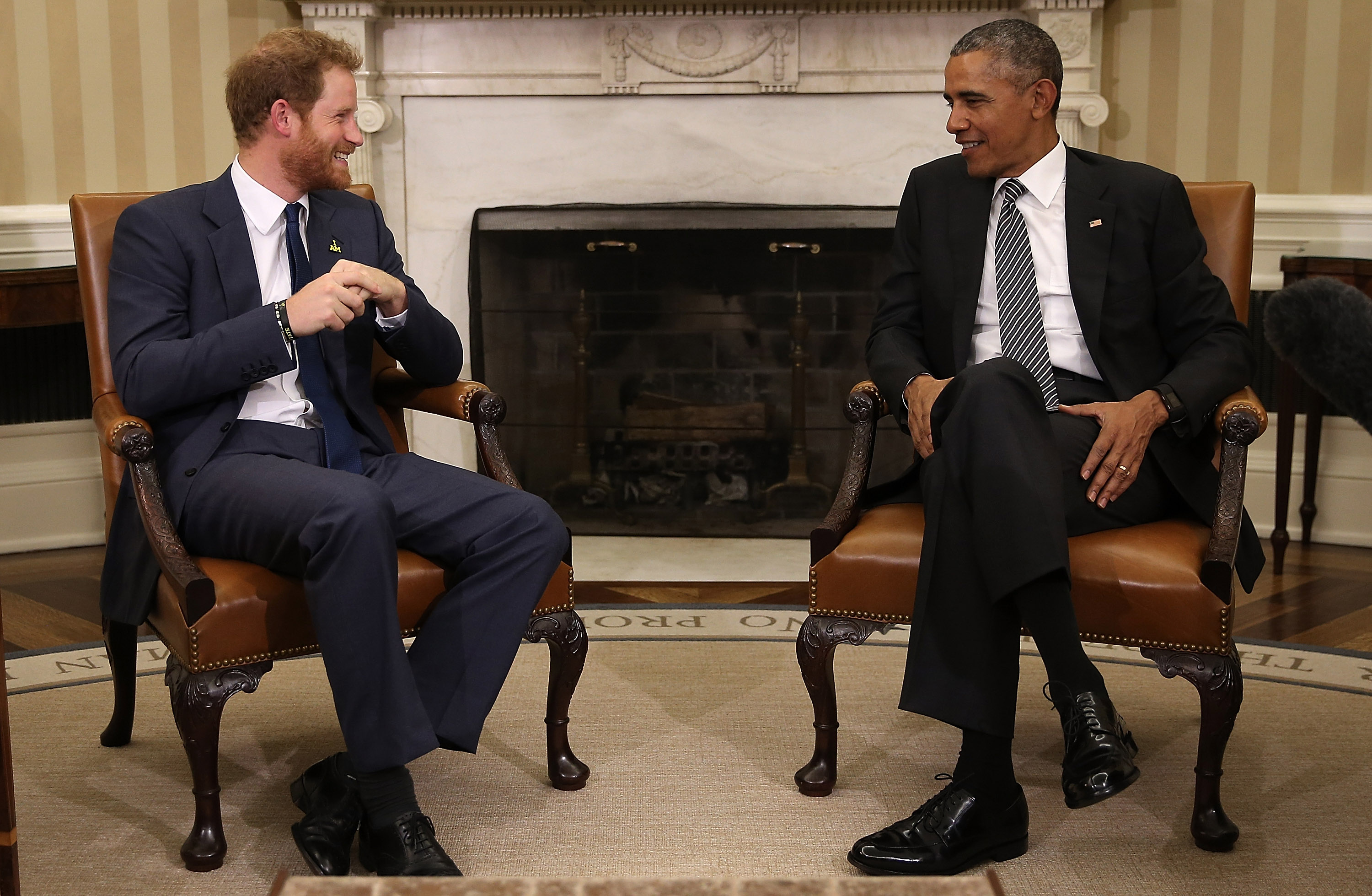 President Barack Obama meets with Prince Harry in the Oval Office of the White House in Washington, D.C., 28 Oct. 2015.