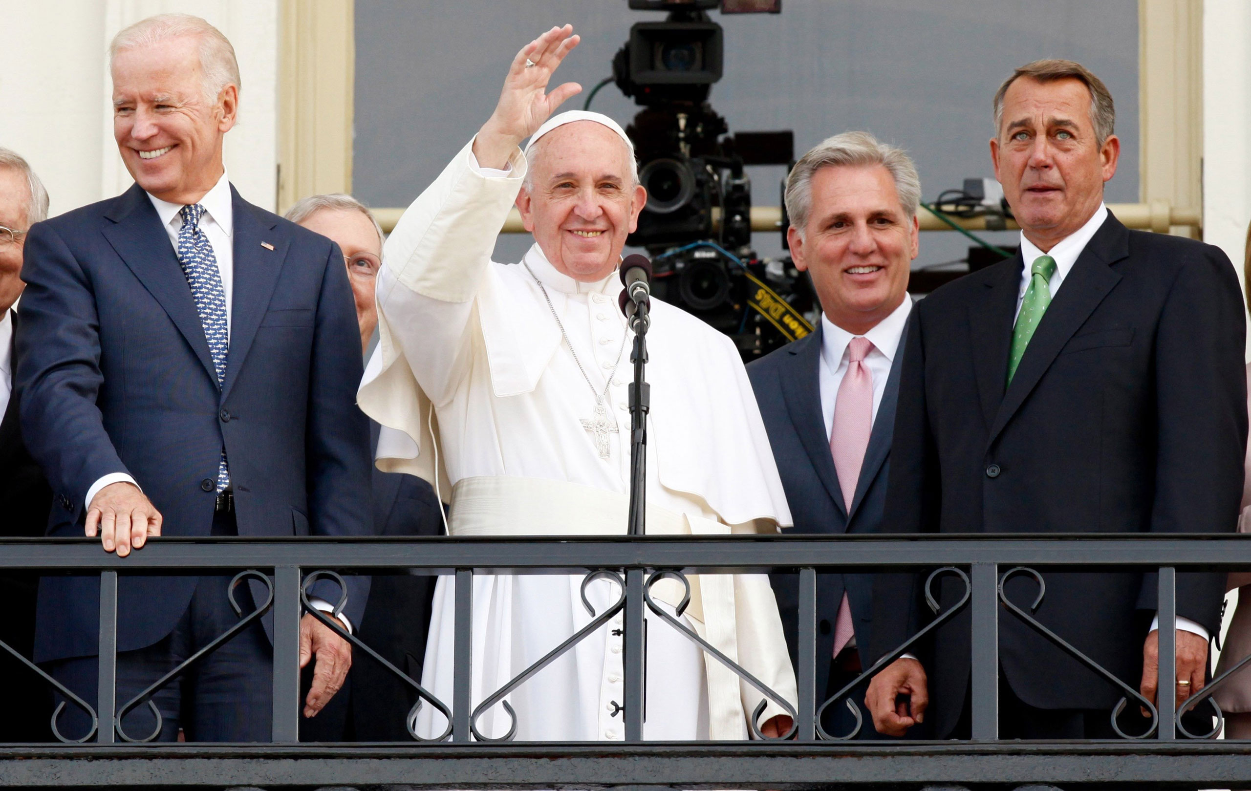 Pope Francis waves to the crowd from the US Capitol building with Vice President Joe Biden, Kevin McCarthy and John Boehner on Sept. 24, 2015 in Washington.