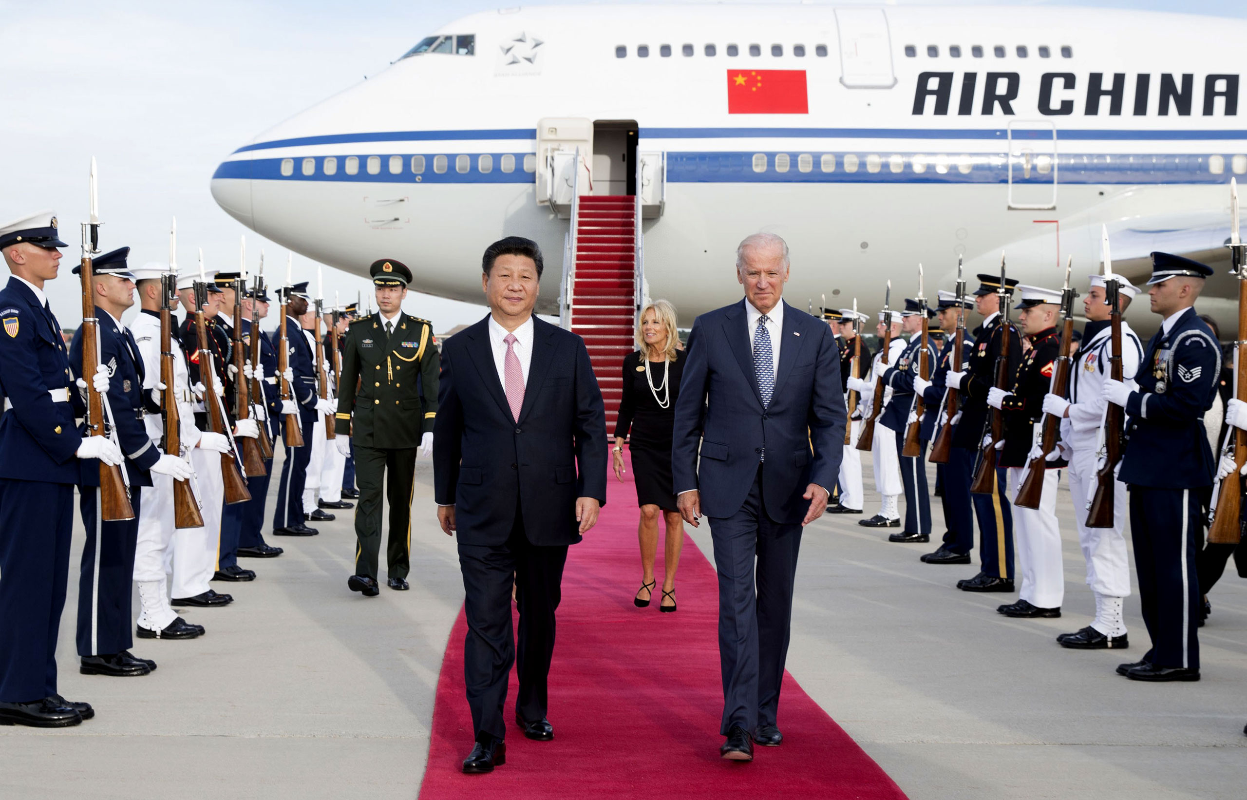 China's President Xi Jinping and his wife Peng Liyuan are welcomed by Vice President Joe Biden and his wife at Andrews Air Force Base in Washington on Sept. 24, 2015.