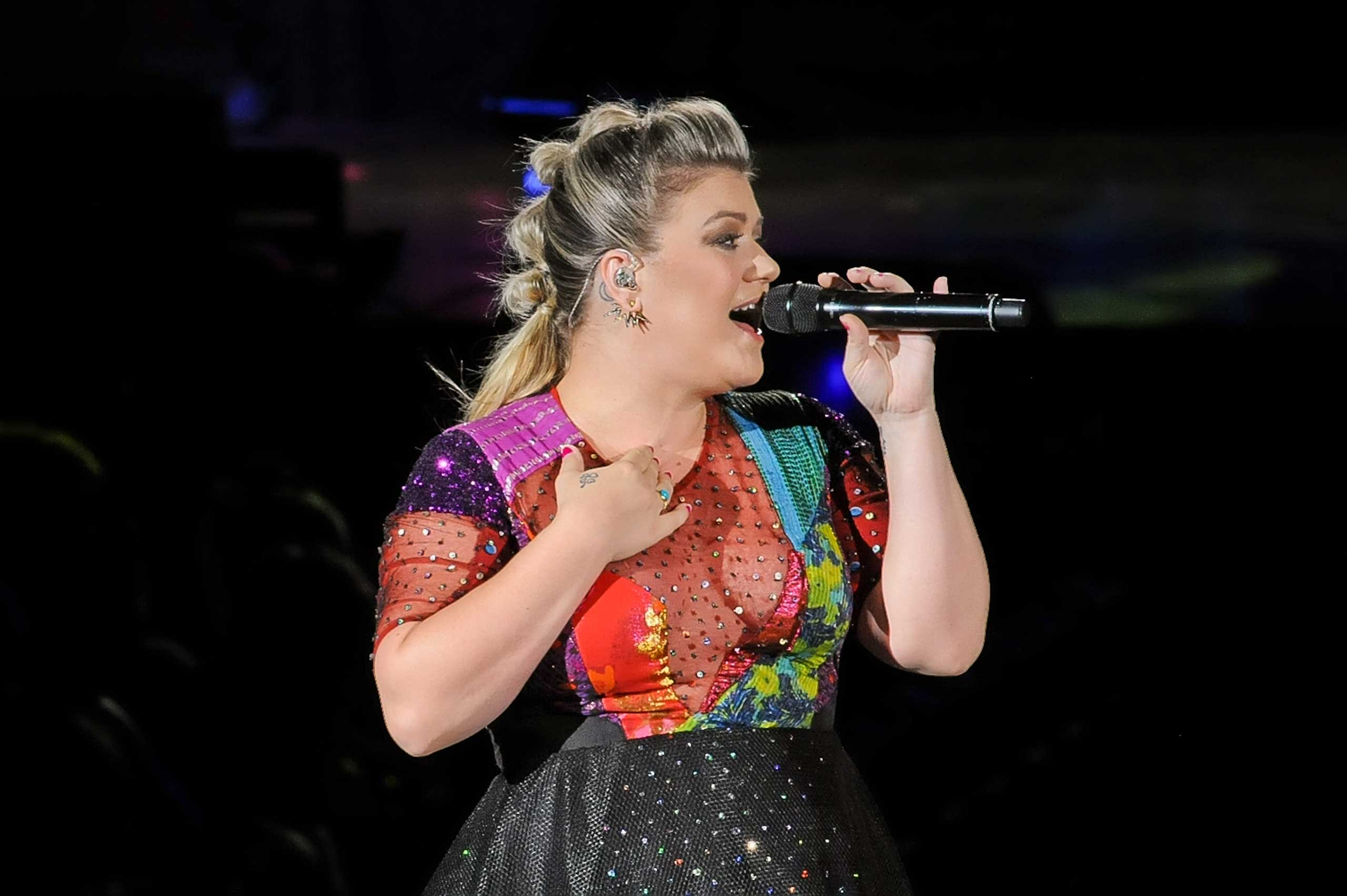 Kelly Clarkson performs at the Austin360 Amphiteater during her Piece by Piece Tour in Austin on Aug 29, 2015.