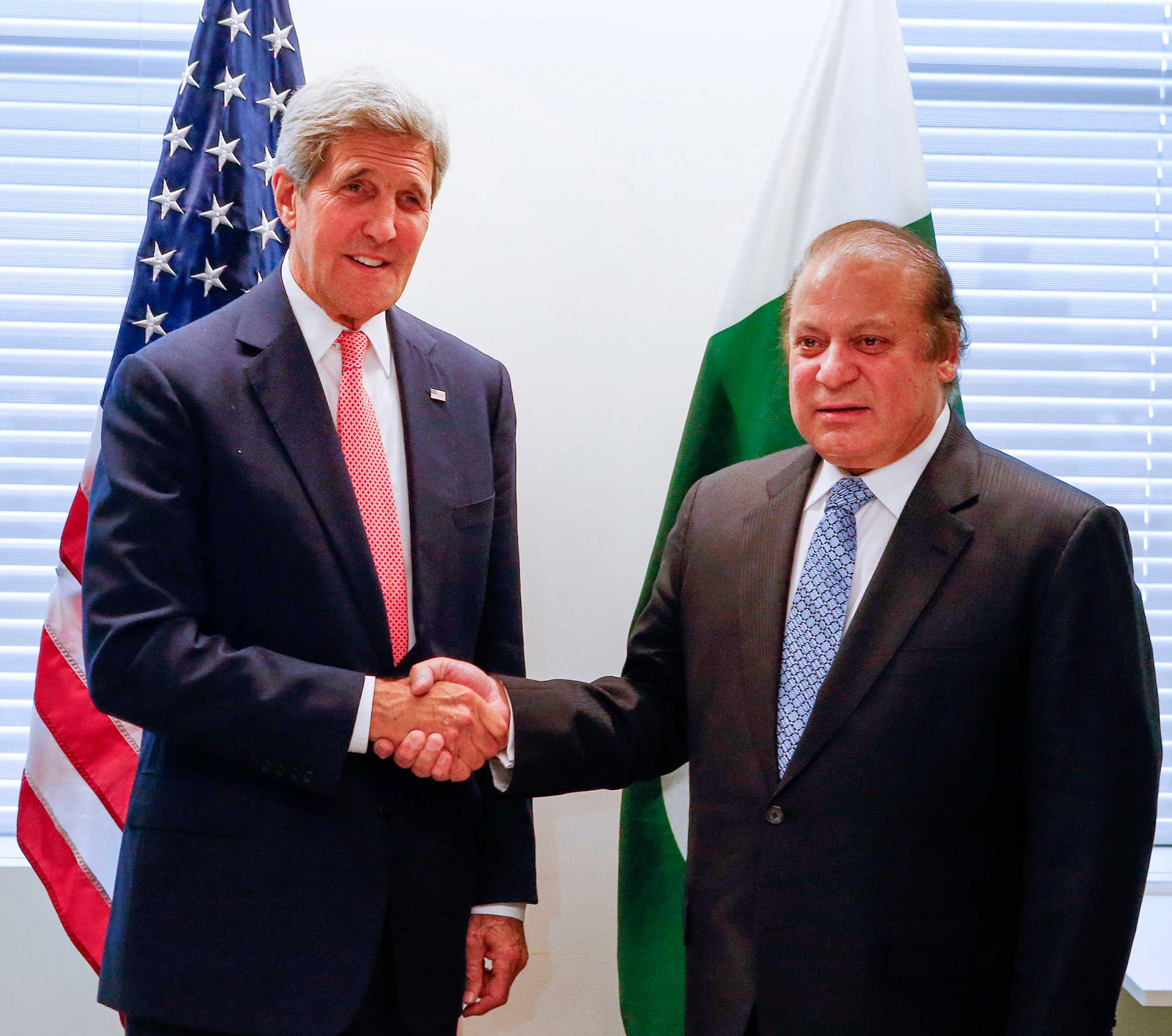 U.S. Secretary of State John Kerry, left, meets with Pakistani Prime Minister Nawaz Sharif at United Nations headquarters, Sept. 27, 2015.