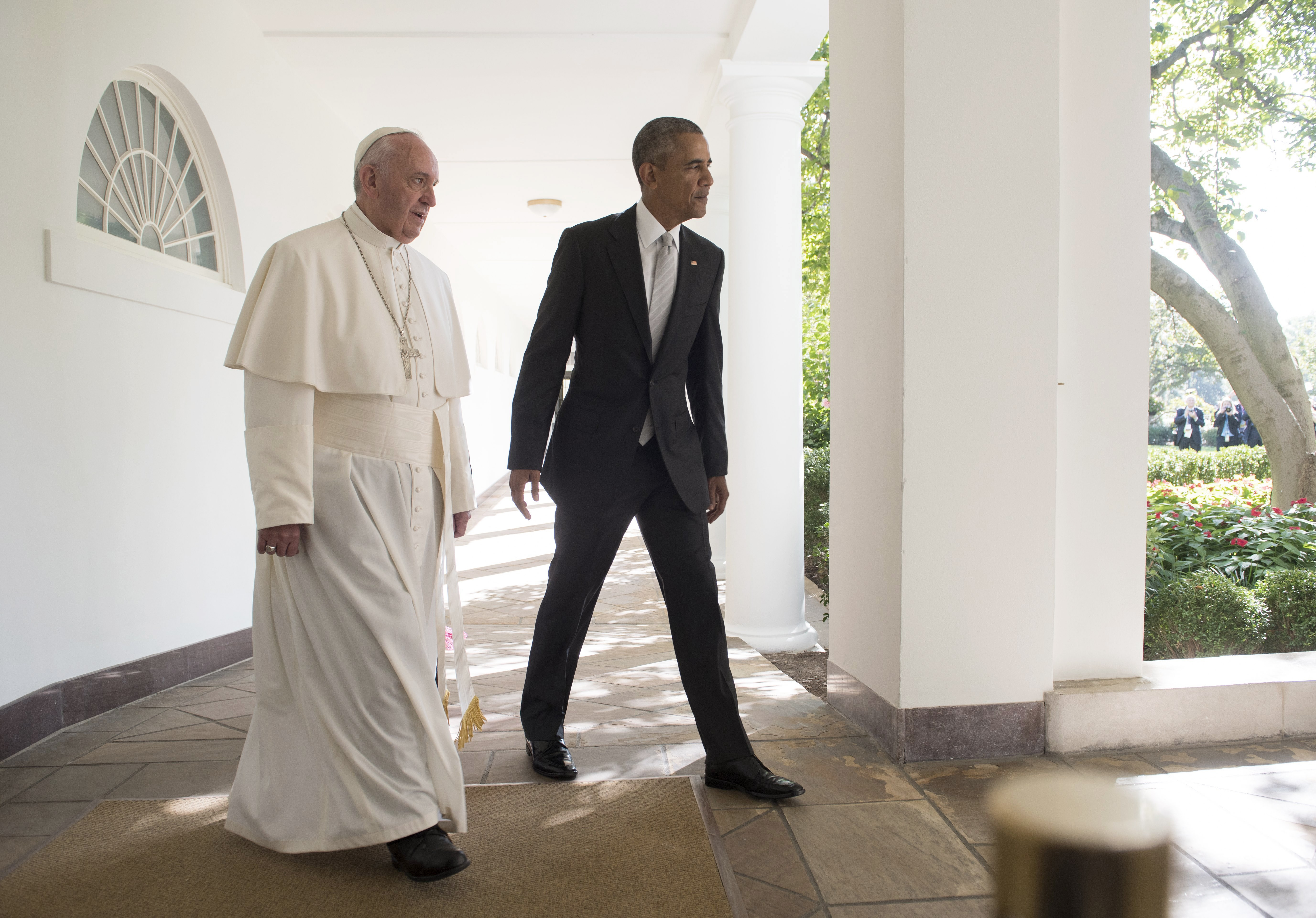 Barack Obama walks with Pope Francis down the West Wing Colonnade to a meeting in the Oval Office of the White House in Washington, DC, on Sept. 23, 2015.