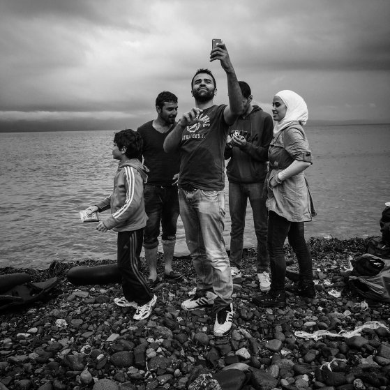 refugee-crisis-patrick-witty-cellphones