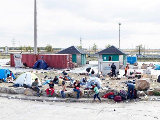 refugees-massimo-vitali-austria-hungary