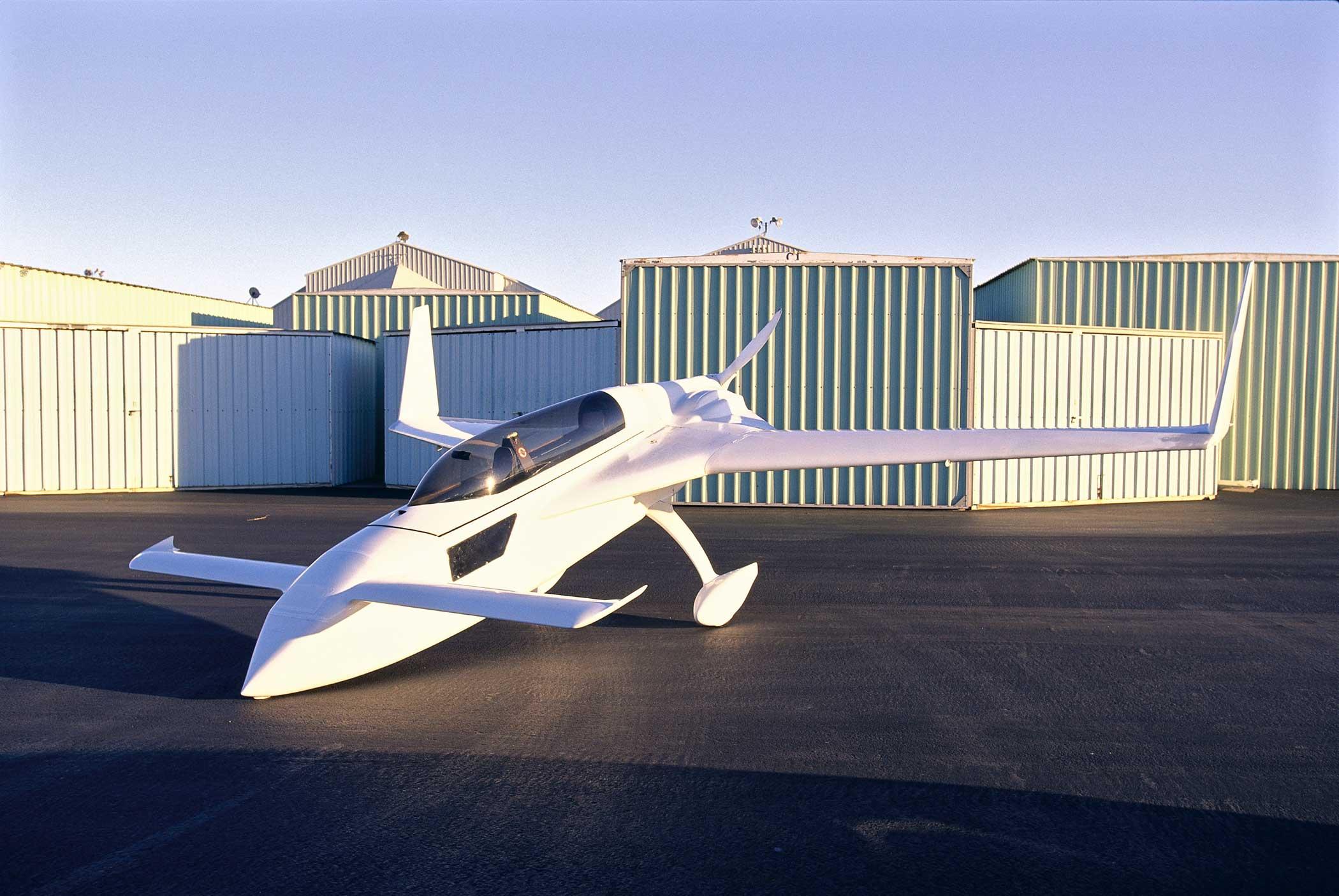 Aeronautical Engineer Burt Rutan's plane, the Long EZ sport plane on May 1982.