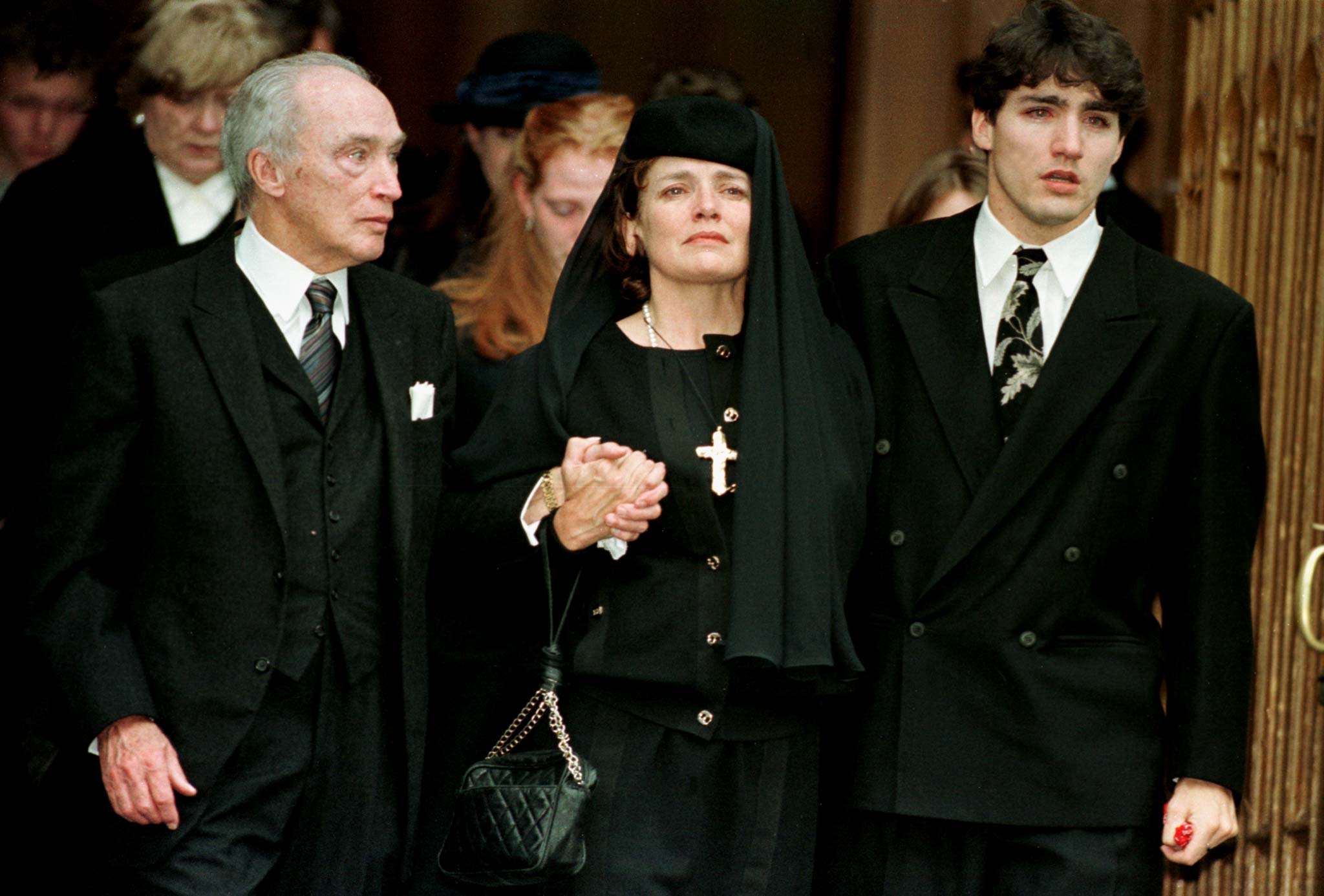 Pierre Trudeau, Margaret Kemper and Justin Trudeau after attending a memorial to Michel Trudeau in Montreal, in 1998.