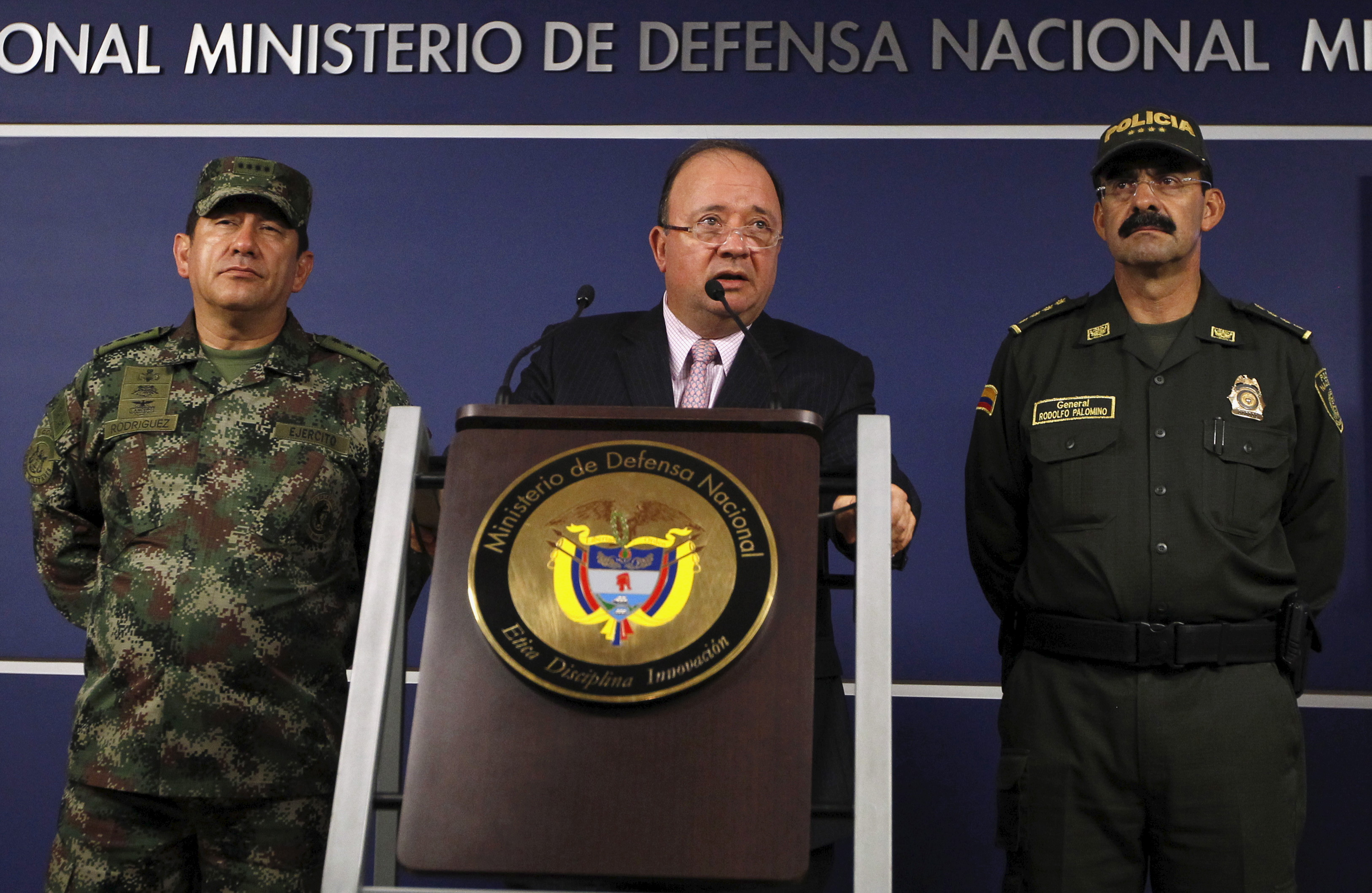 Colombia's Defense Minister Luis Carlos Villegas, center, speaks at a news conference in Bogota, Colombia Oct. 26, 2015