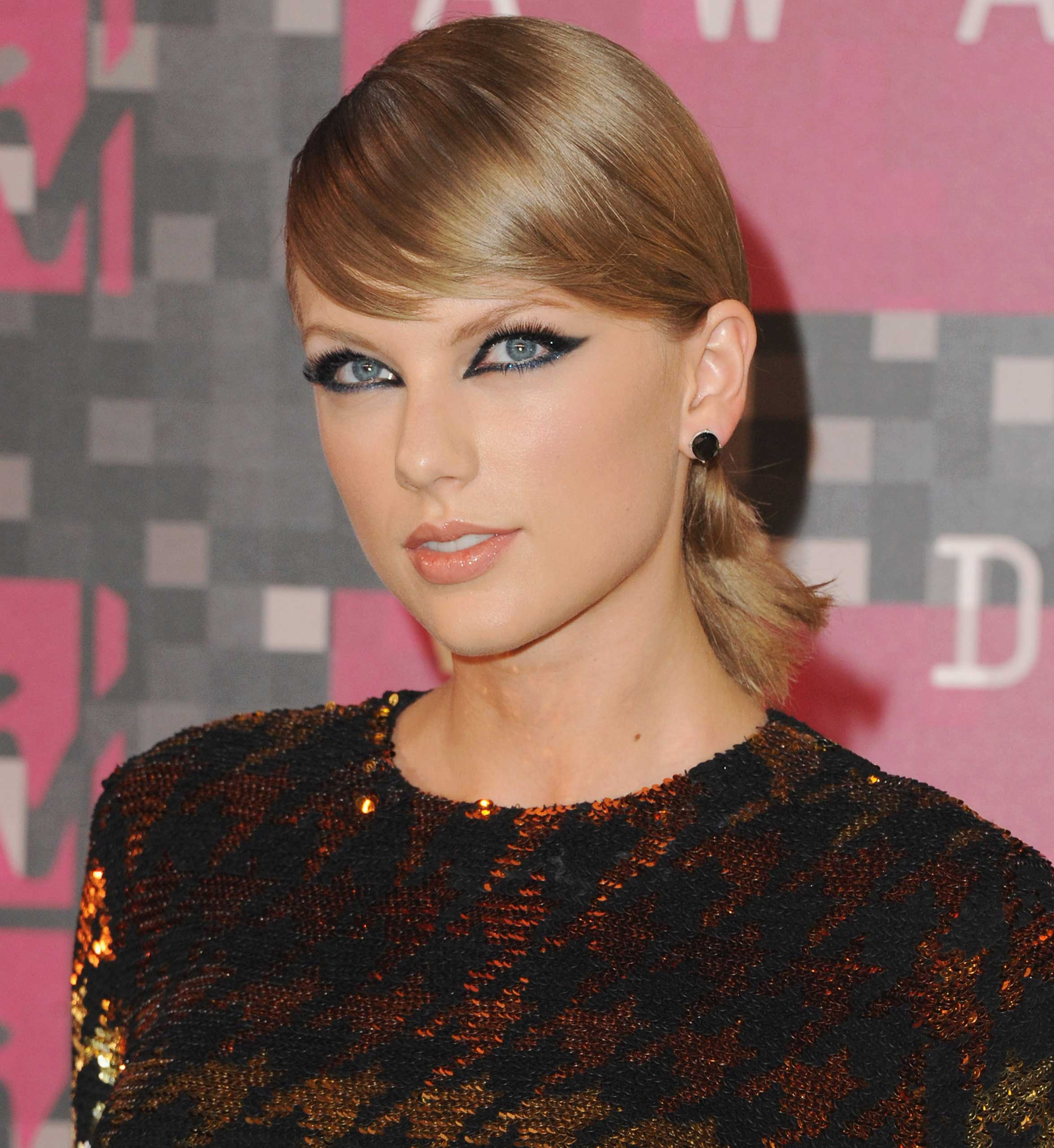Singer Taylor Swift arrives at the 2015 MTV Video Music Awards at Microsoft Theater  in Los Angeles, on Aug. 30, 2015.