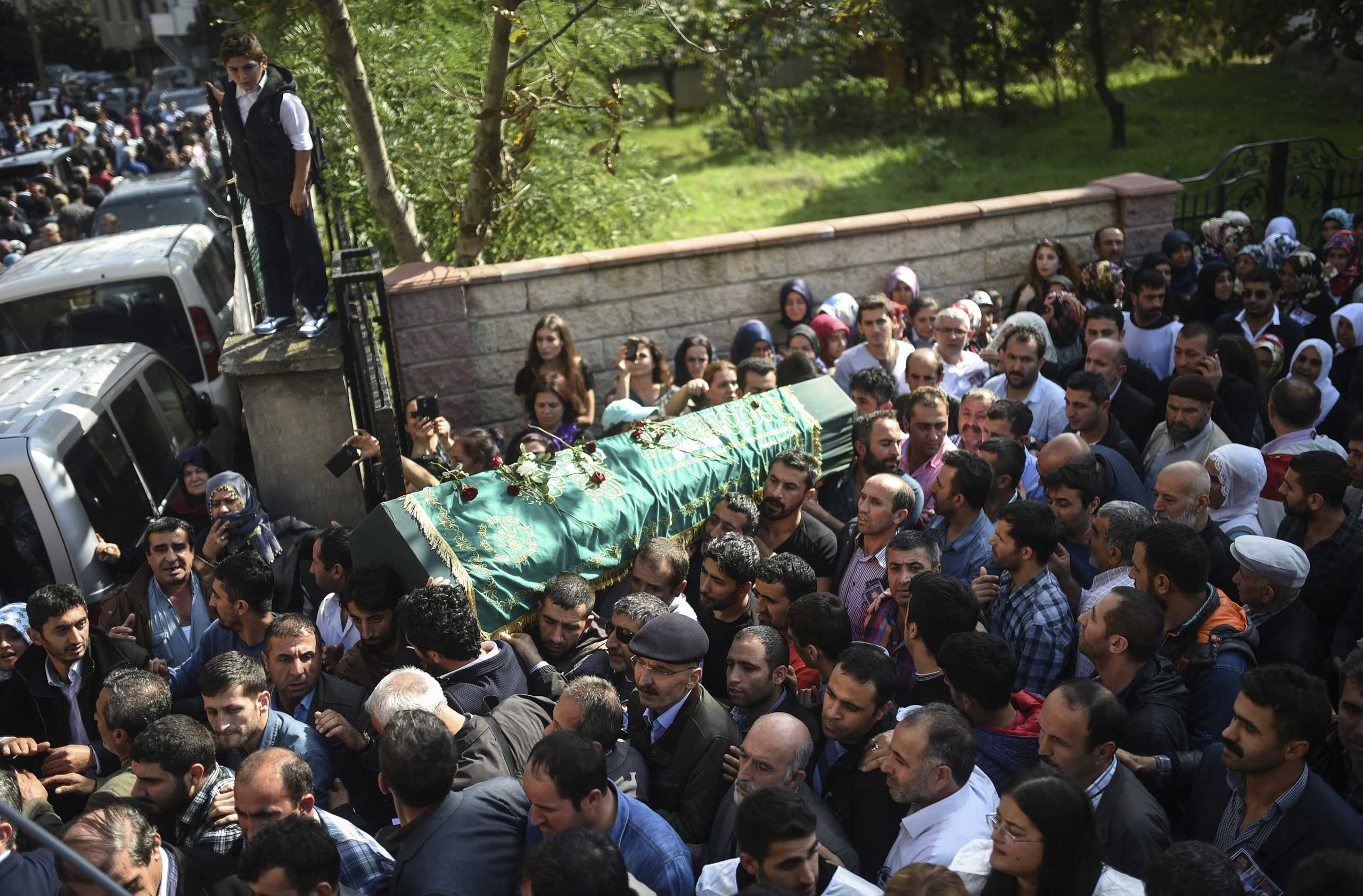 People carry the coffin of a victim of the twin bombings in Ankara, during the funeral in Istanbul on Oct. 12, 2015.