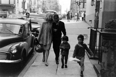 Sammy Davis Jr. with his wife May Britt and their children, 1964.