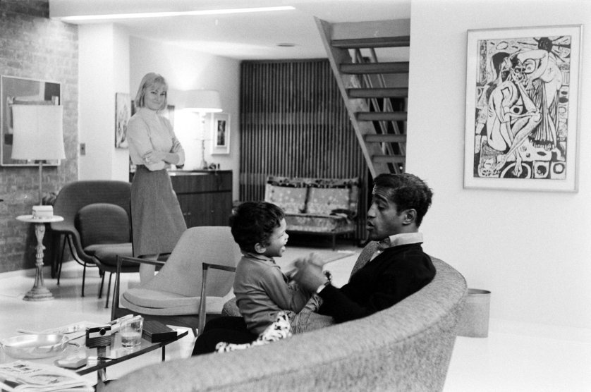 Sammy Davis Jr. with his son Mark and wife May Britt, 1964.