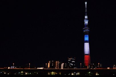 Tokyo Reacts To Paris Terror Attacks