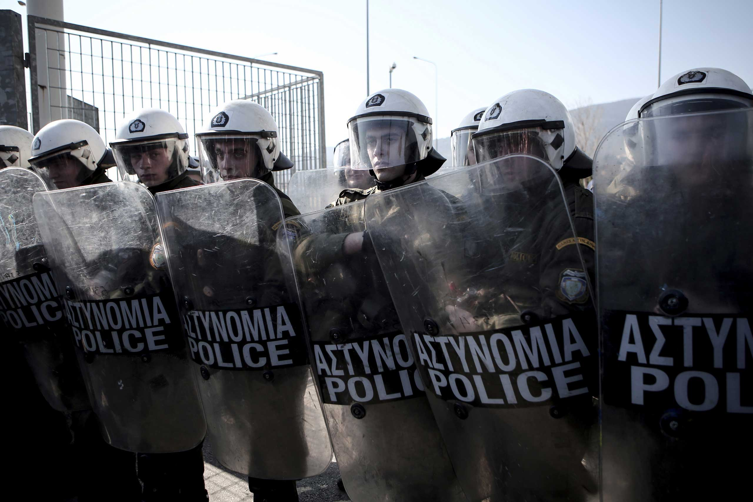 Riot police block the entrance of a detention camp for illegal immigrants in Amygdaleza near Athens, Feb. 21, 2015.