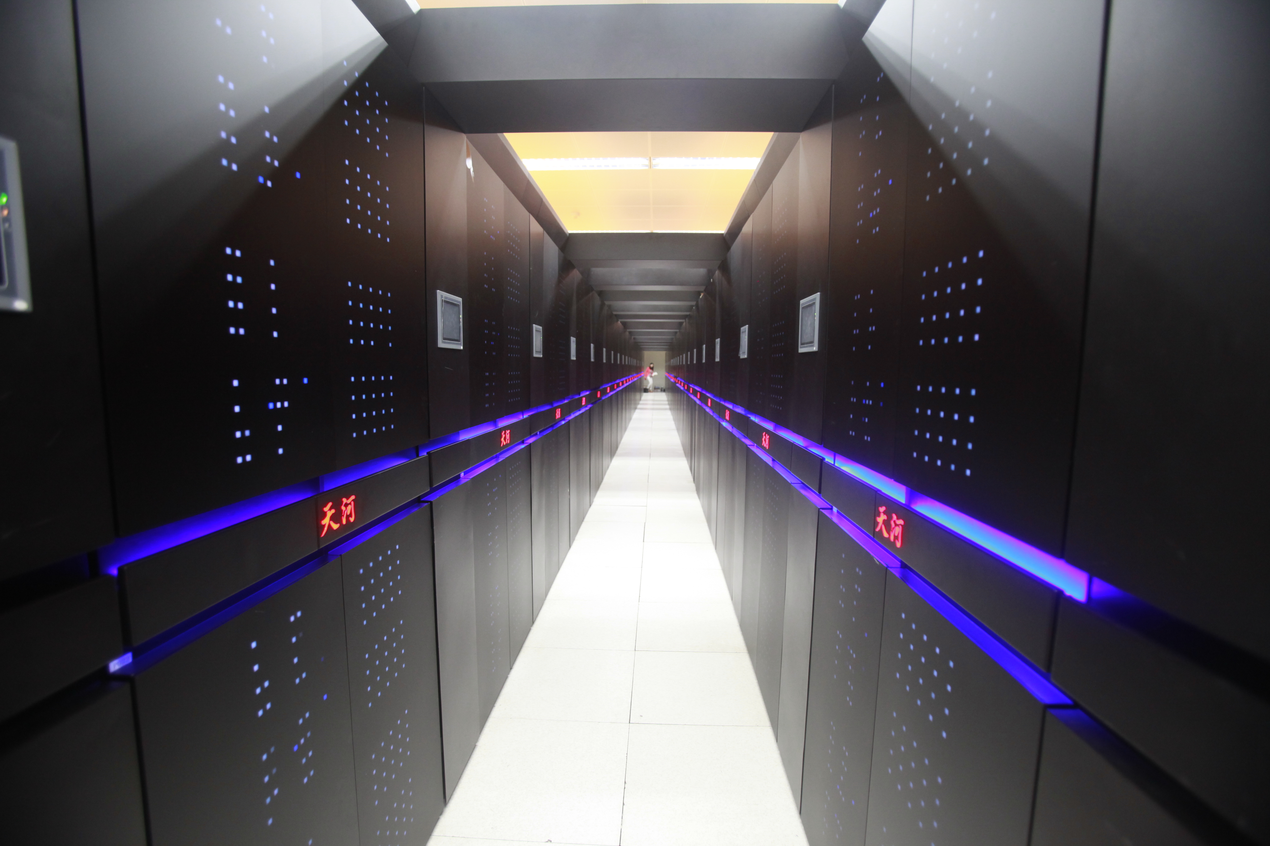 Chinese-developed supercomputer The Tianhe-2 is pictured at the National University of Defense Technology in Changsha city, central Chinas Hunan province, 14 June 2013.