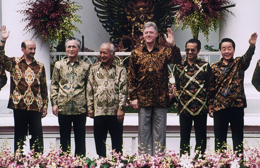 Asia-Pacific Economic Cooperation (APEC) Summit host and Indonesian president, Suharto, center left, poses with Mexican President Carlos Salinas, from left, Japanese Prime Minister Tomiichi Murayama, U.S. President Bill Clinton, Malaysian Prime Minister Mahathir Mohamad and South Korean President Kim Young-Sam during a group photo in Bogar, Indonesia, on Nov. 16, 1994. AFP PHOTO/Toru YAMANAKA (Photo credit should read TORU YAMANAKA/AFP/Getty Images)