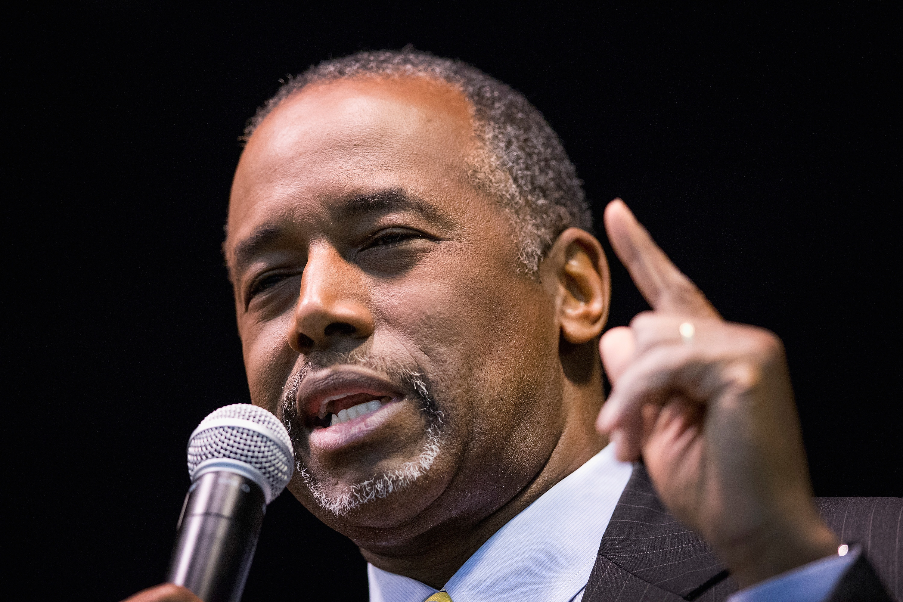 Ben Carson speaks to guests at a barbeque hosted by Jeff Kauffman, chairman of the Republican party of Iowa in Wilton, Iowa on Nov. 22, 2015.