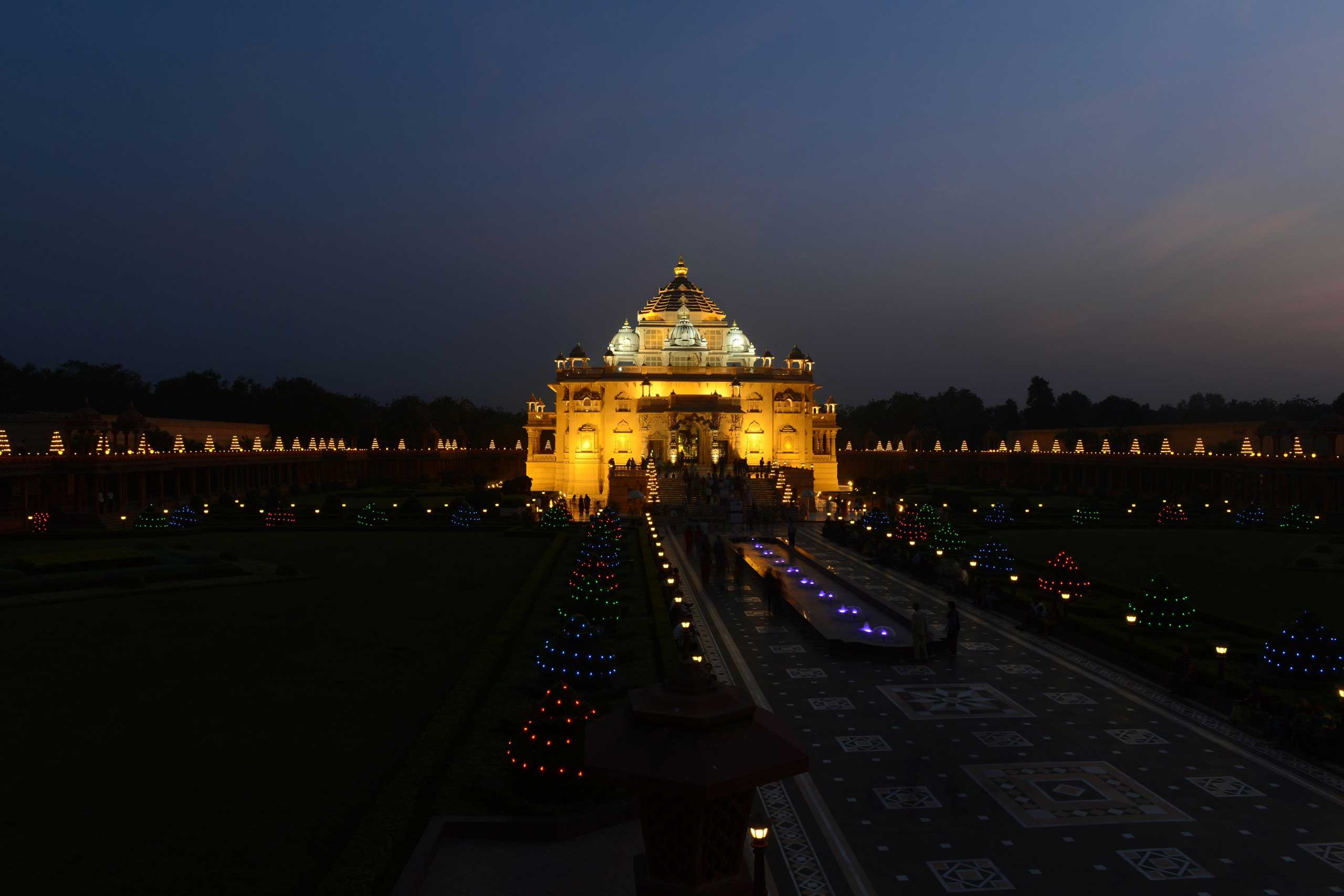 Visitors throng Akshardham temple, illuminated with some 10,000 oil-lit lamps on the eve of Diwali in Gandhinagar, India,  on Nov. 10, 2015.