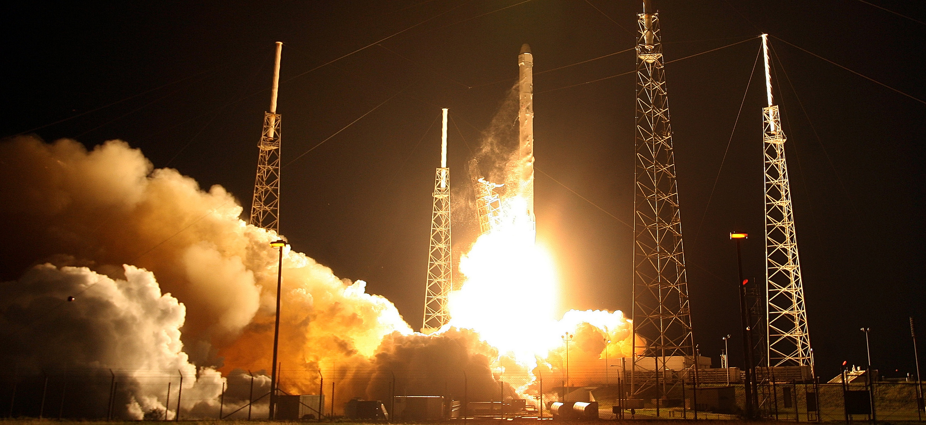 A SpaceX Falcon 9 blasts off launchPad 40 in Cape Canaveral, Fla., early Saturday, Jan. 10, 2015