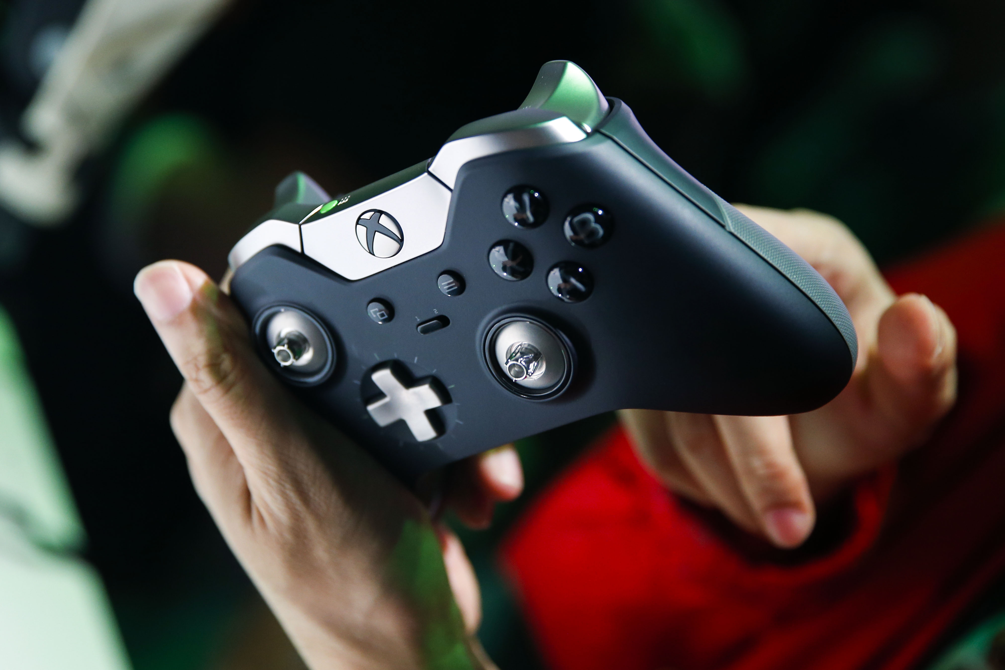 A man holds a Microsoft Corp. Xbox One Elite controller during the E3 Electronic Entertainment Expo in Los Angeles, California, U.S., on Tuesday, June 16, 2015.