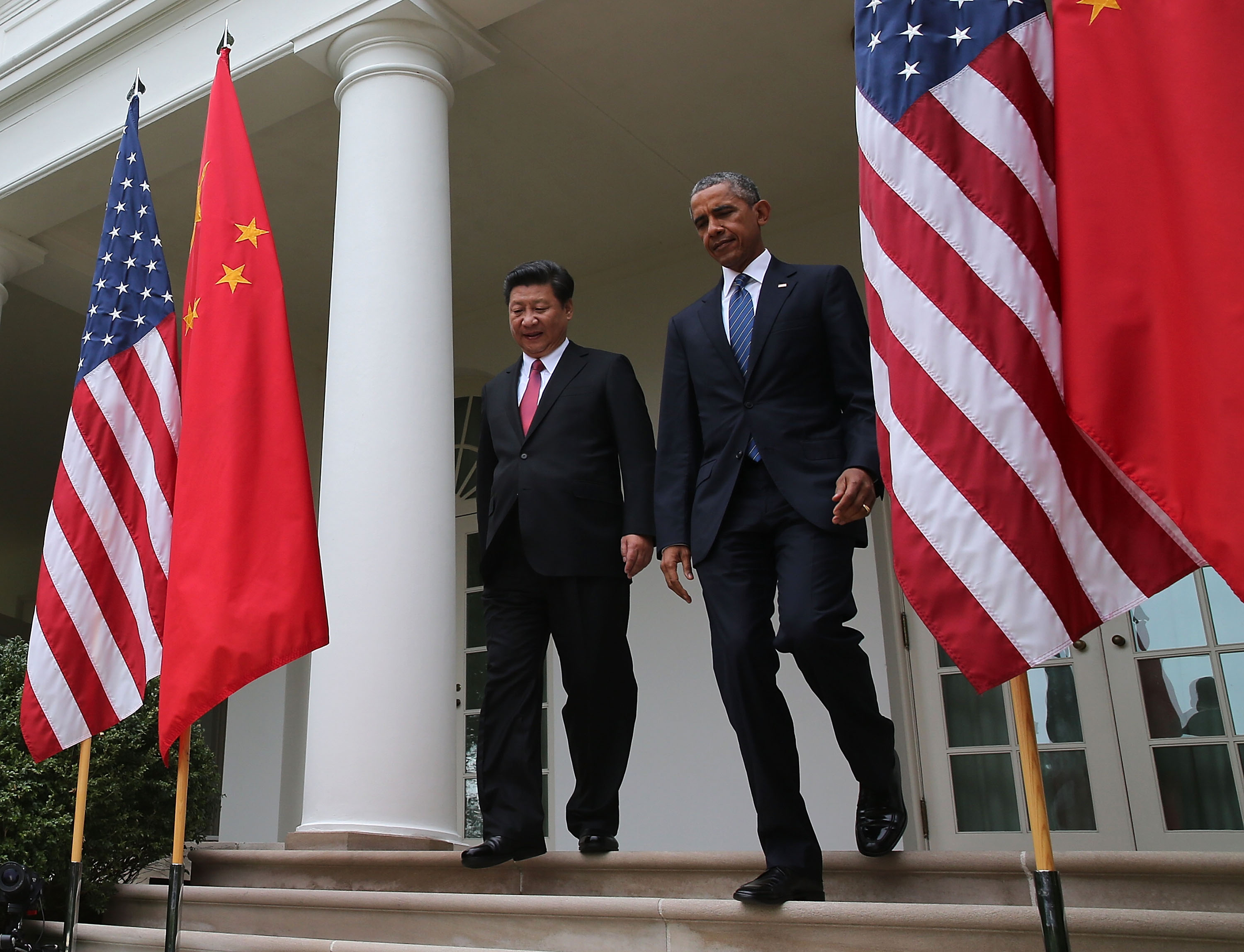 U.S. President Barack Obama (R) and Chinese President Xi Jinping walk arrive to a joint news conference at The White House on Sept. 25, 2015 in Washington, DC