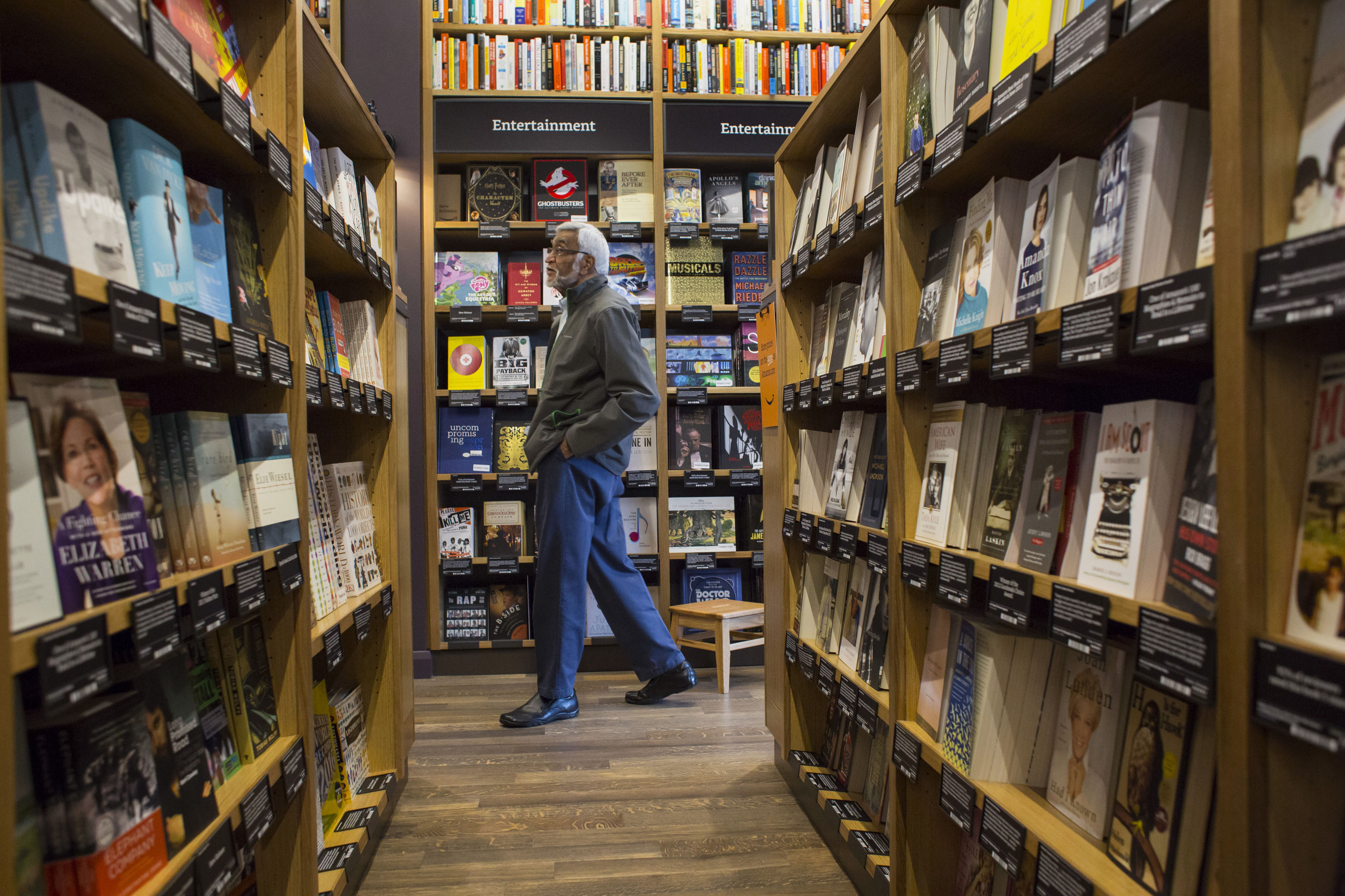 A customer shops at Amazon Books in Seattle, Washington, on Tuesday, Nov. 3, 2015. The online retailer Amazon.com Inc. opened its first brick-and-mortar location in Seattle's upscale University Village mall. Photographer: David Ryder/Bloomberg