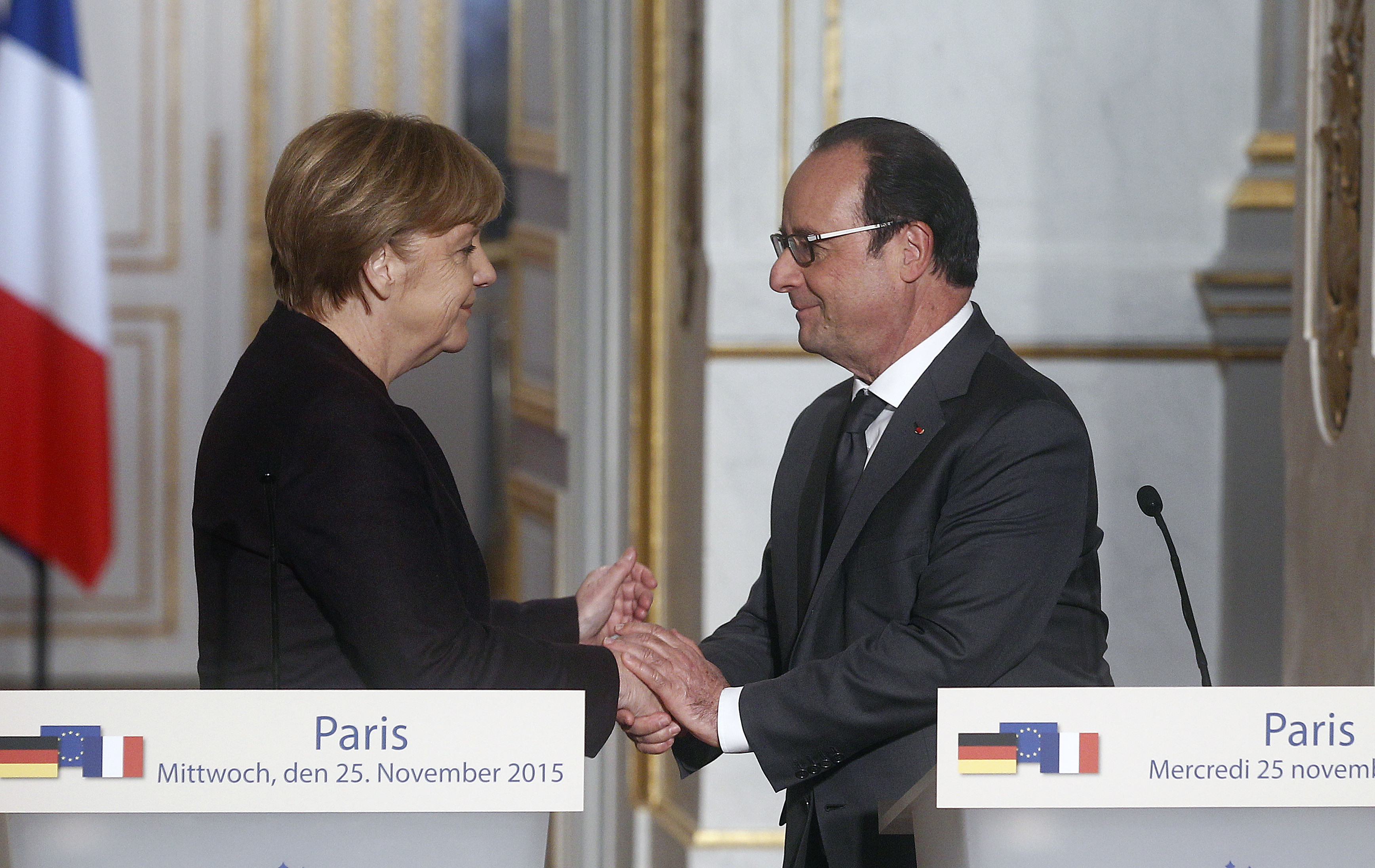 PARIS, FRANCE - NOVEMBER 25:  French President Francois Hollande shakes hand with German Chancellor Angela Merkel after a press conference at the Elysee Presidential Palace on November 25, 2015 in Paris, France. Mr Hollande is seeking to establish a 'grand and single coalition' to fight the Islamic State group, also known as ISIS.  (Photo by Thierry Chesnot/Getty Images)