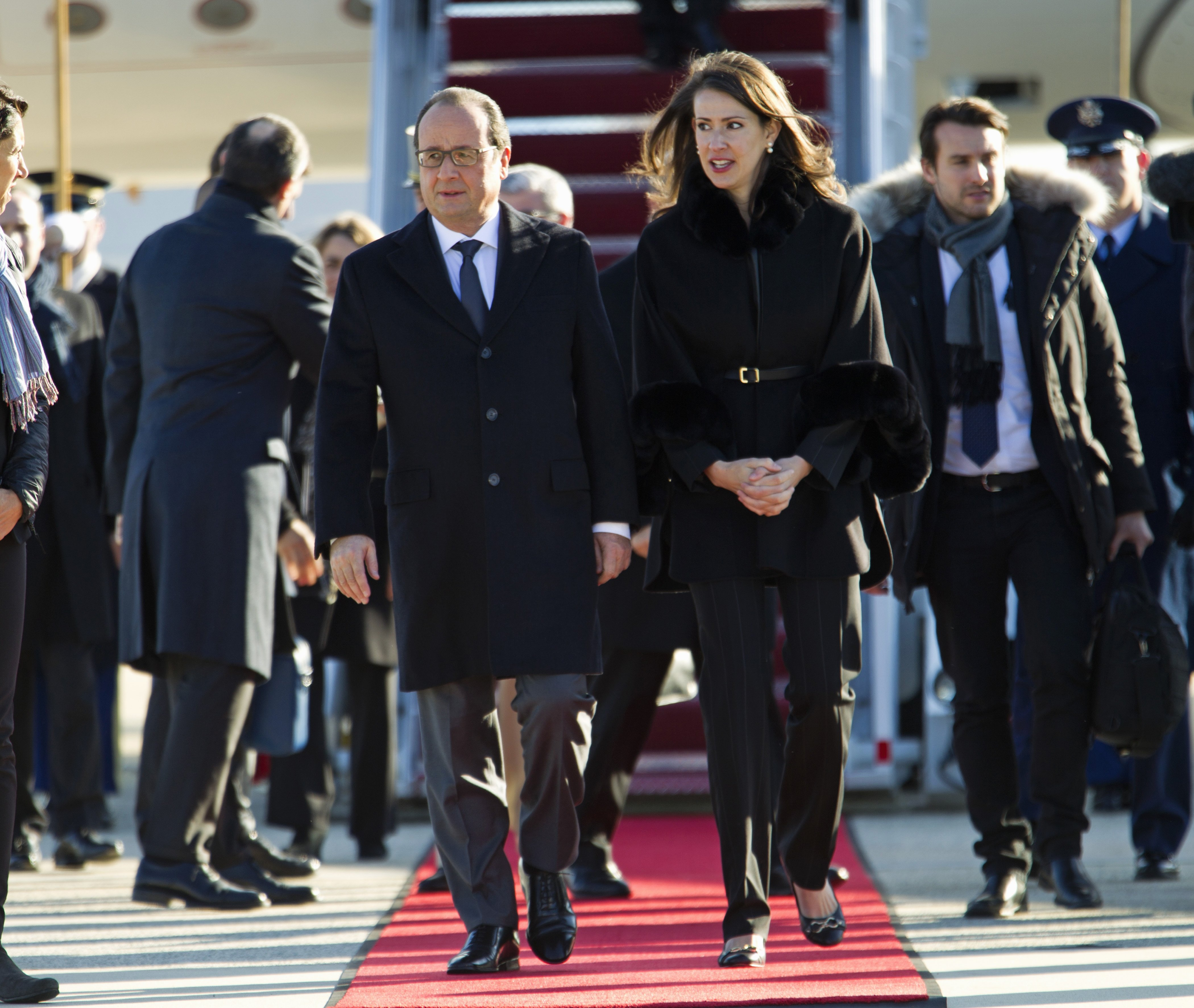 François Hollande is accompanied by U.S. Deputy Chief of Protocol Natalie Jones, upon his arrival at Andrews Air Force Base, Md. on Nov. 24, 2015.