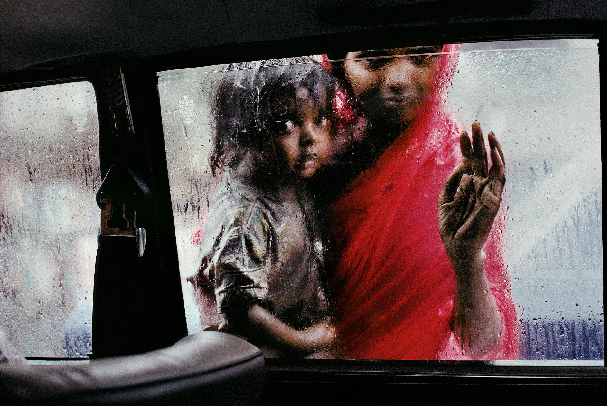 Mother and child at a car window Mumbai, 1993