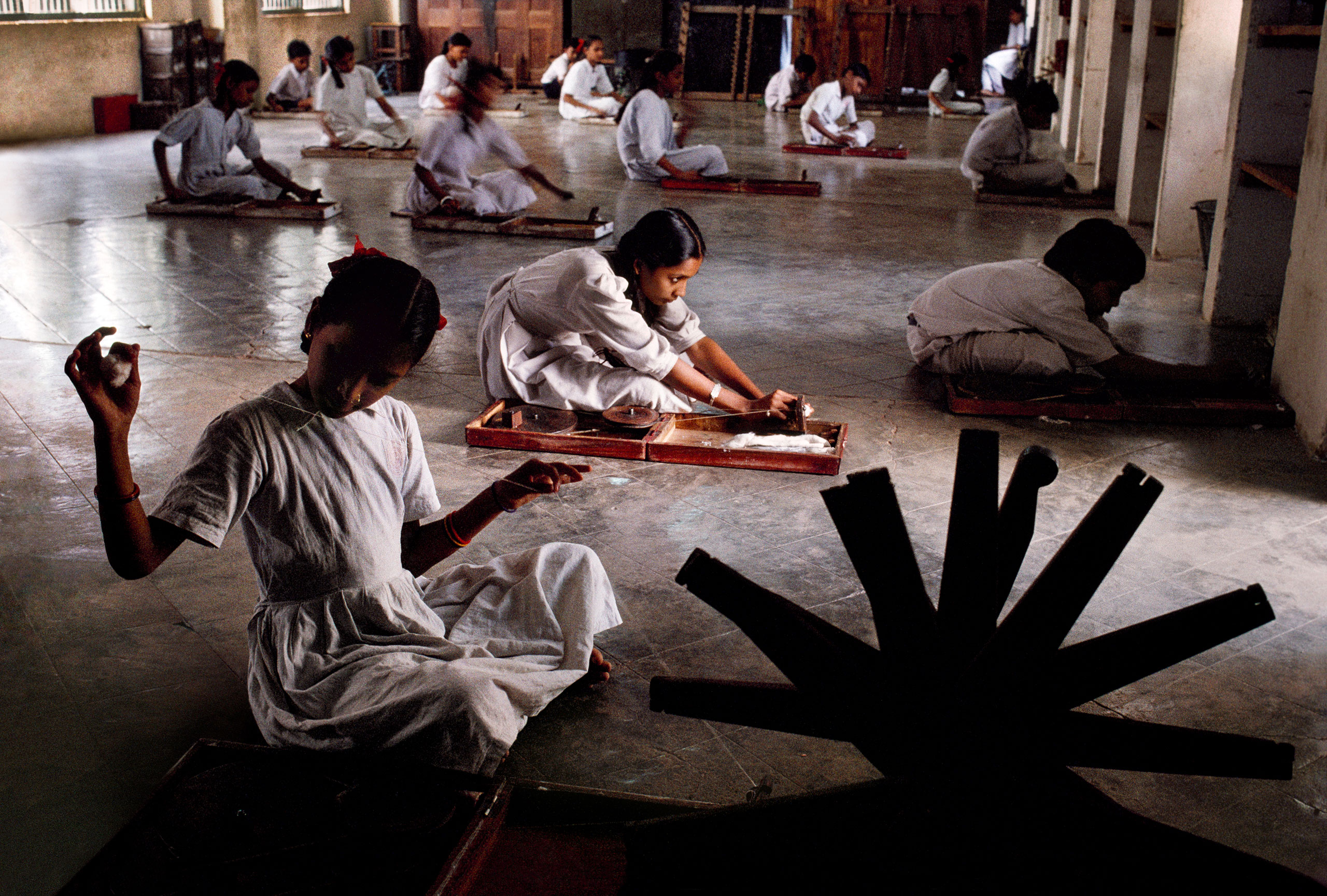 Students of Gujarat Vidyapith university, founded in 1920 by Mahatma Gandhi, weave Khadi cloth.                               Ahmedabad, Gujarat, 1996
