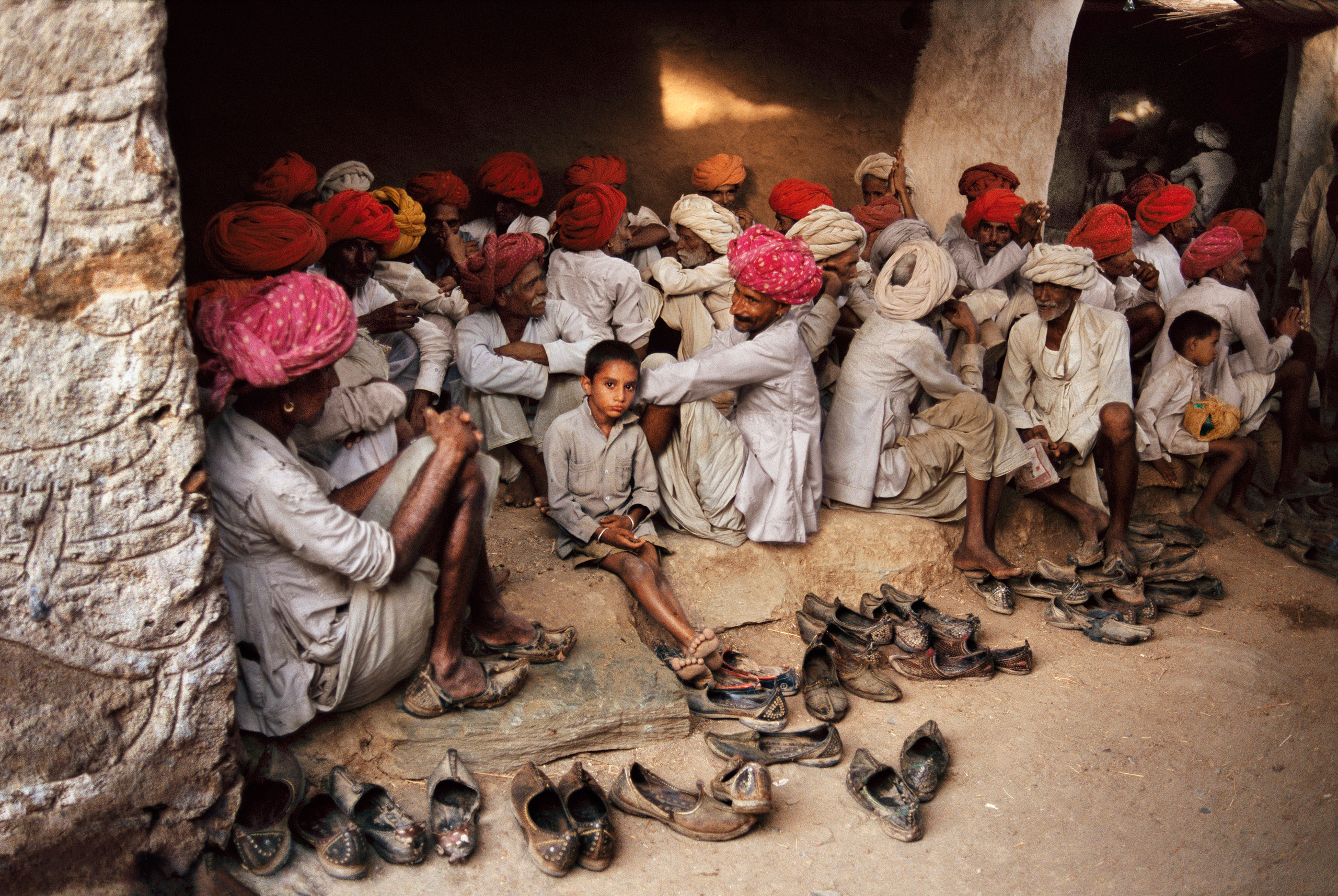 Men wait for food to be served during a wedding party near Jodhpur.                               Rajasthan, 1996