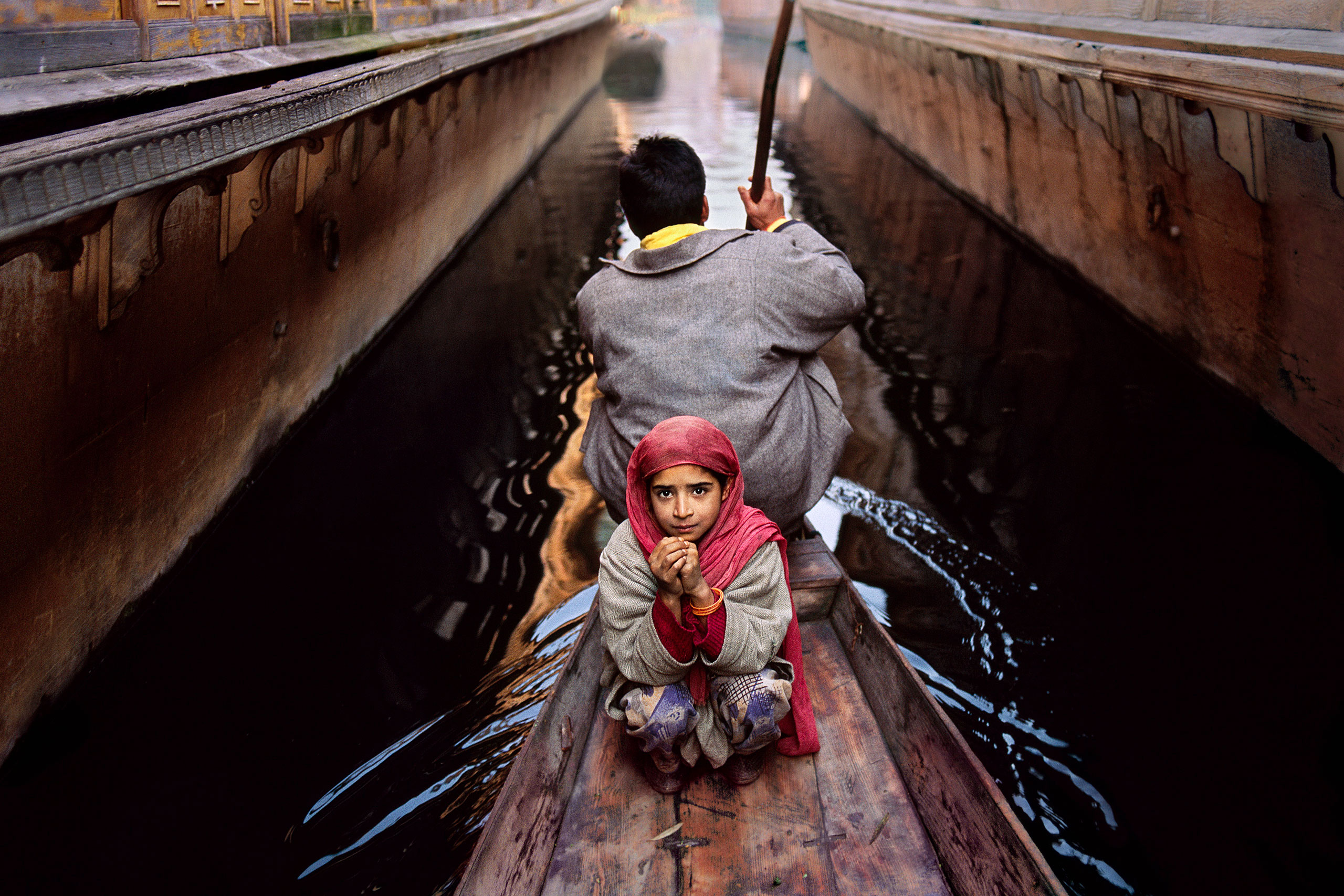 Father and daughter on Dal Lake. Srinagar, Kashmir, 1996