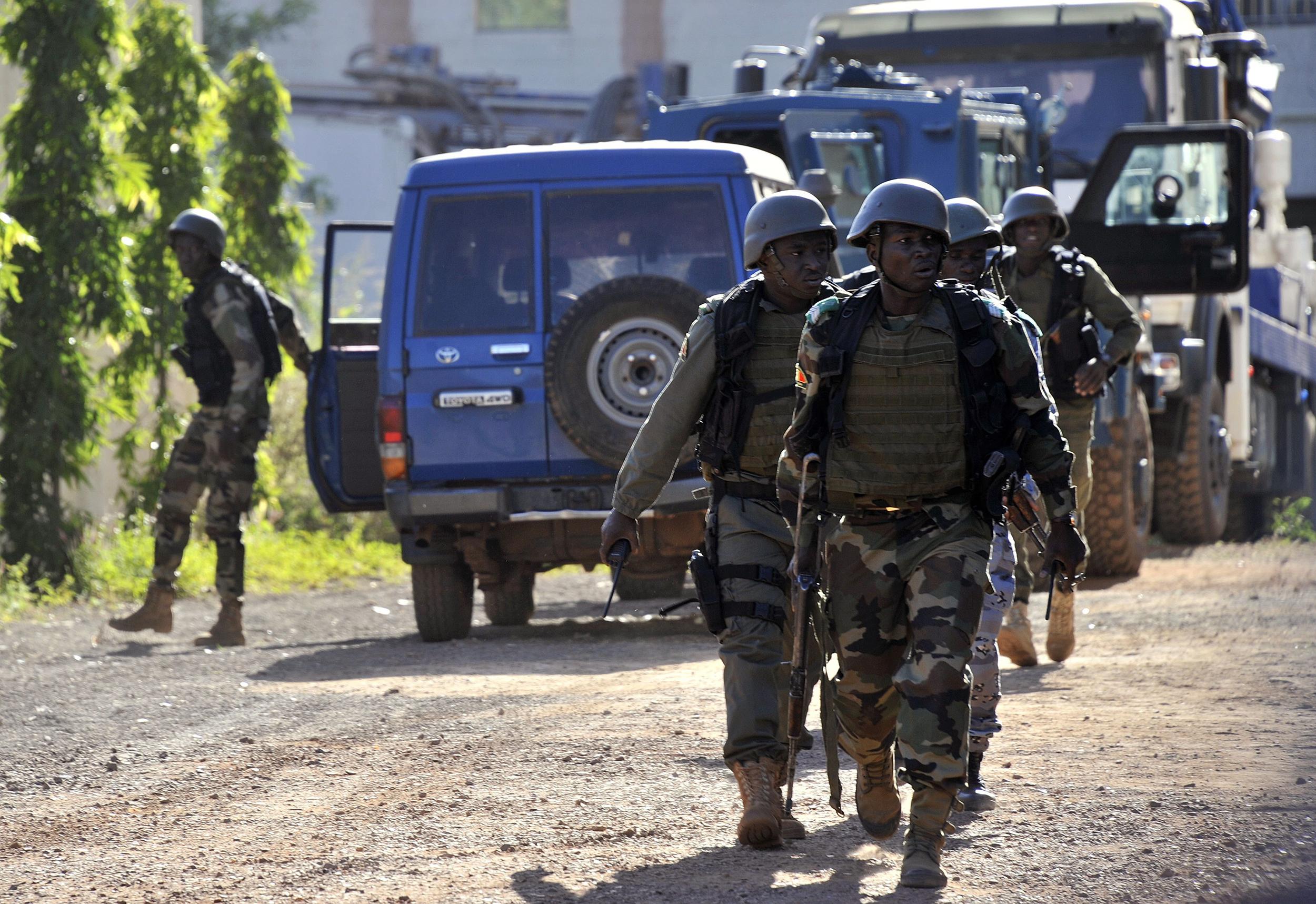 Malian troops take position near the Radisson Blu hotel in Bamako, Mali on Nov. 20, 2015.
