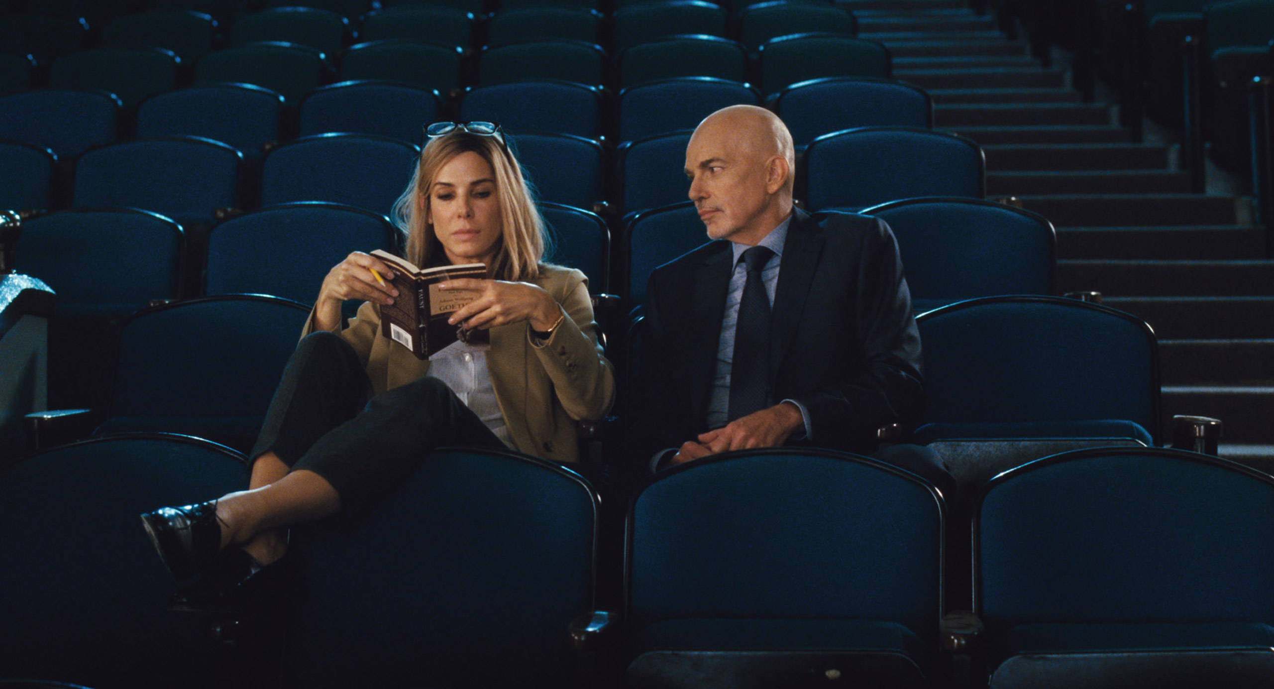 Sandra Bullock and Billy Bob Thornton in Our Brand is Crisis.
