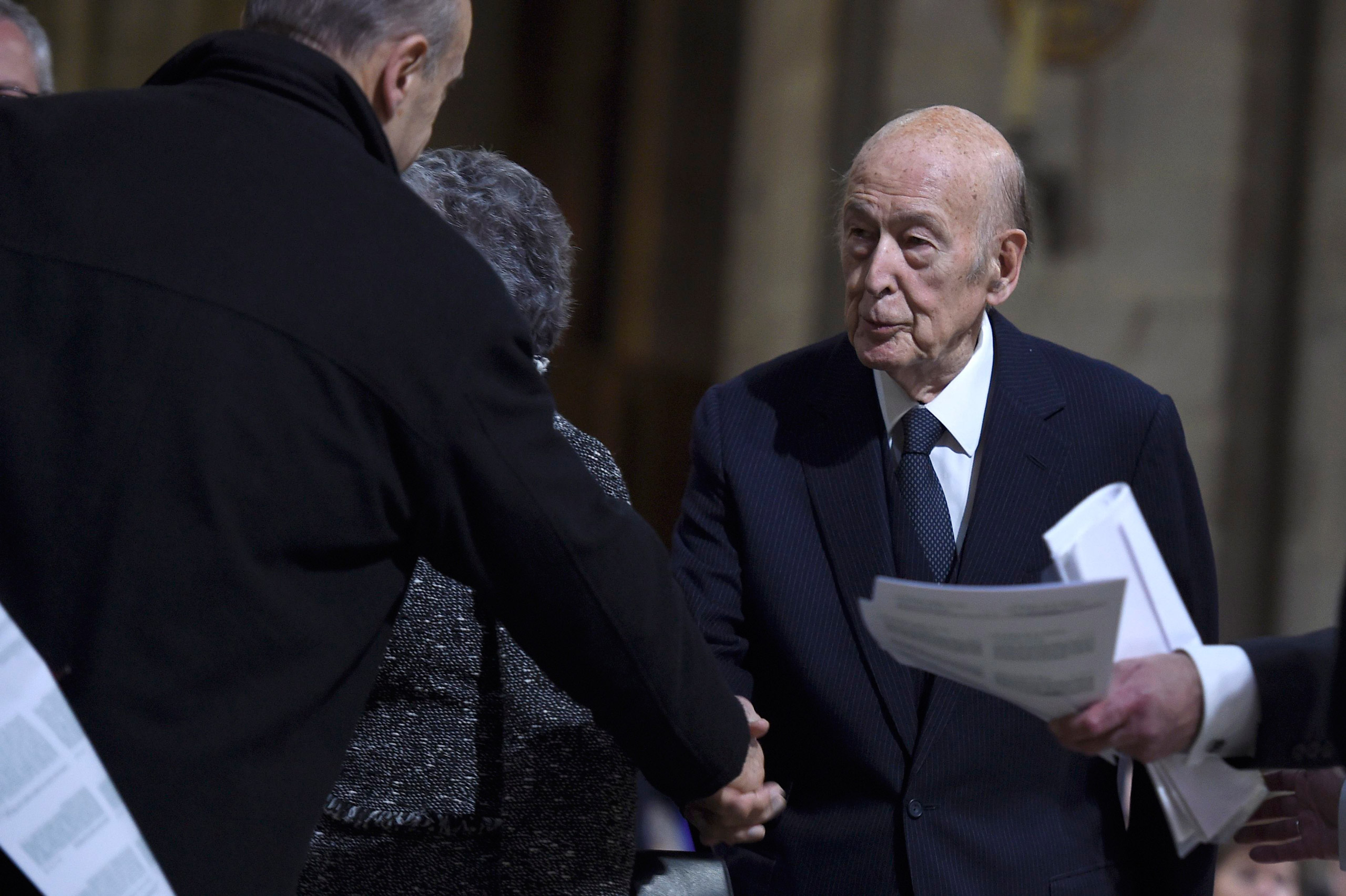 Former French President Valery Giscard d'Estaing arrives to attend mass at the Notre Dame Cathedral in Paris on Nov. 15, 2015.