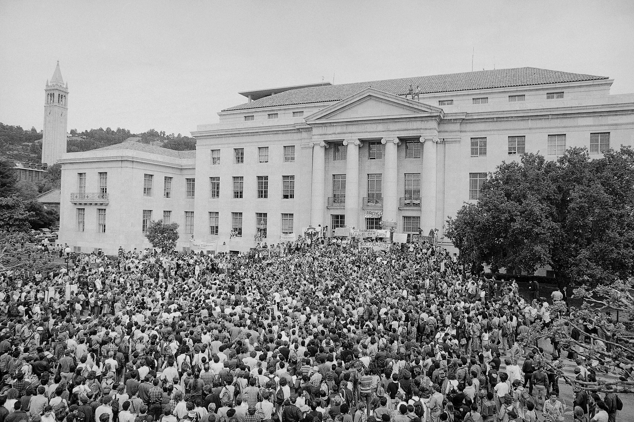 Several thousand students crowd into Sproul Plaza on the University of California-Berkeley campus in protest of the university's business ties with apartheid South Africa on April 16, 1985. The University of California eventually authorized the withdrawal of three billion dollars worth of investments from the apartheid state.