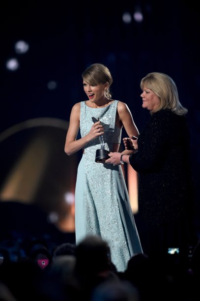 Honoree Taylor Swift accepts the 50th Anniversary Milestone Award for Youngest ACM Entertainer of the Year from her mother Andrea Finlay onstage during the 50th Academy of Country Music Awards in in Arlington, Texas on April 19, 2015.