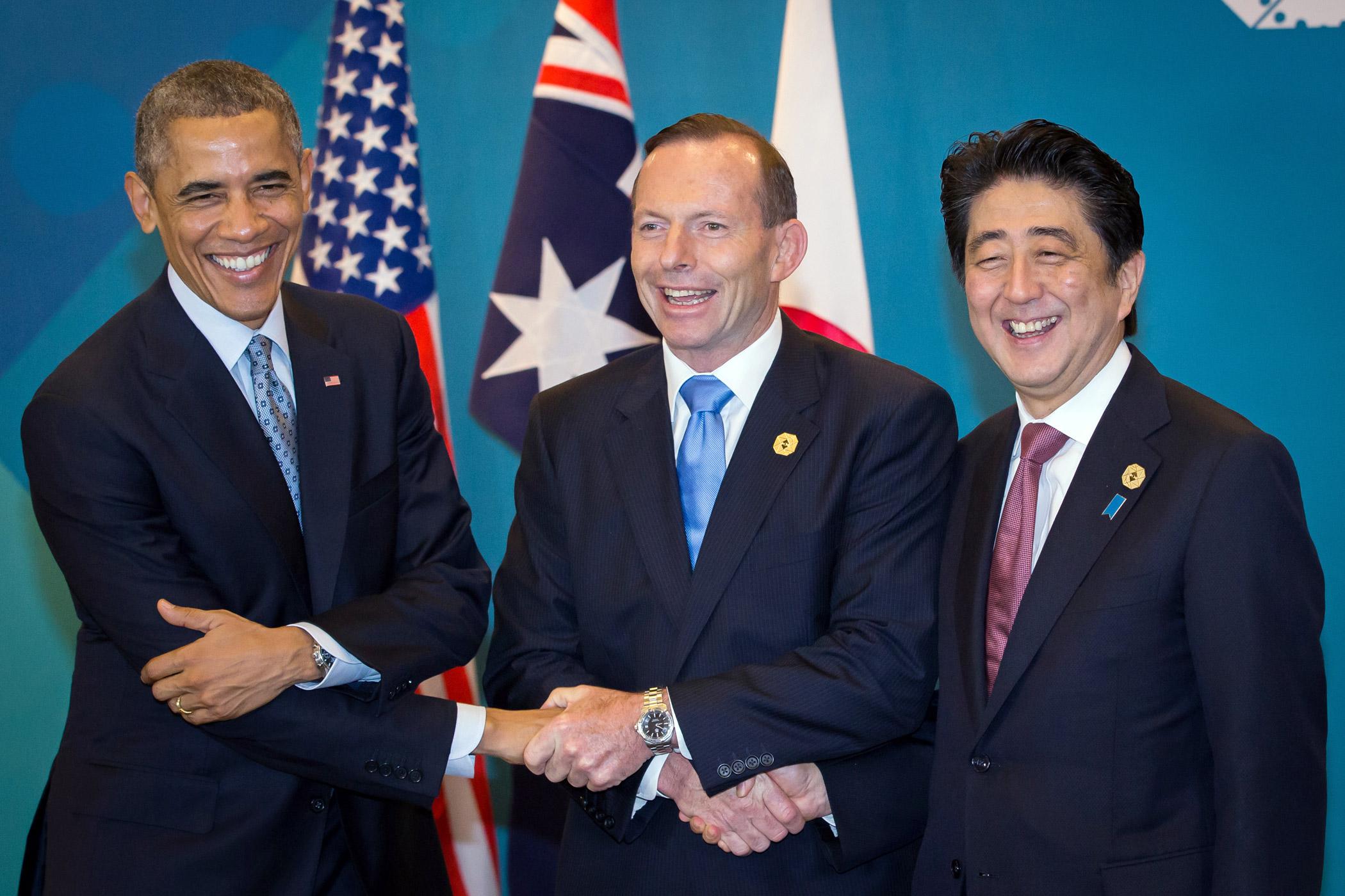 U.S. President Barack Obama, from left, Australian Prime Minister Tony Abbott and Japanese Prime Minister Shinzo Abe share a three-way handshake at the G-20 Summit in Brisbane, Australia on Nov. 16, 2014.