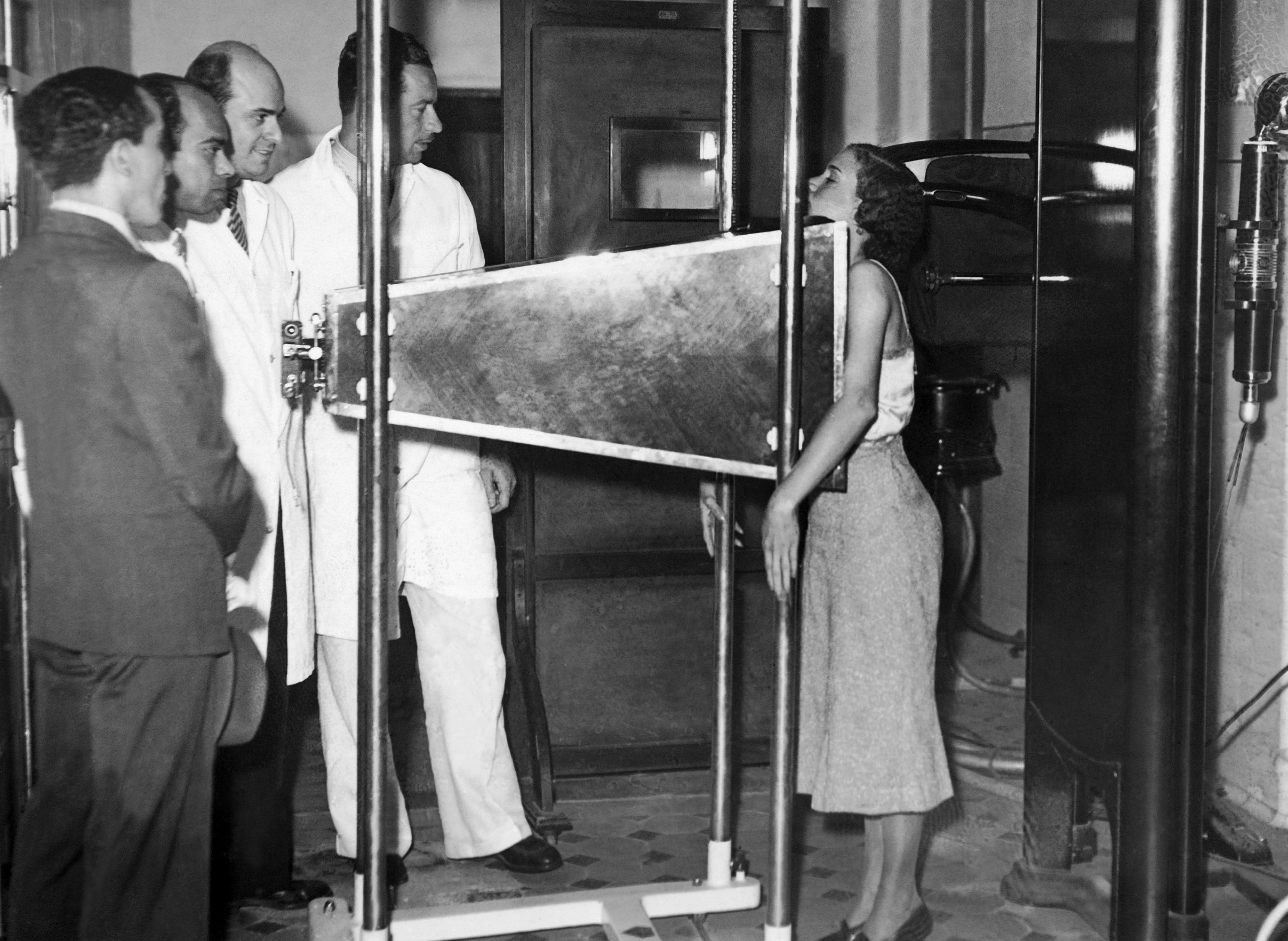 In October 1937 in Rio de Janeiro, a radiograph invented by Professor physicist Moraes De Abreu to detect lung diseases, called Roentgen-Photographie was used on a patient.