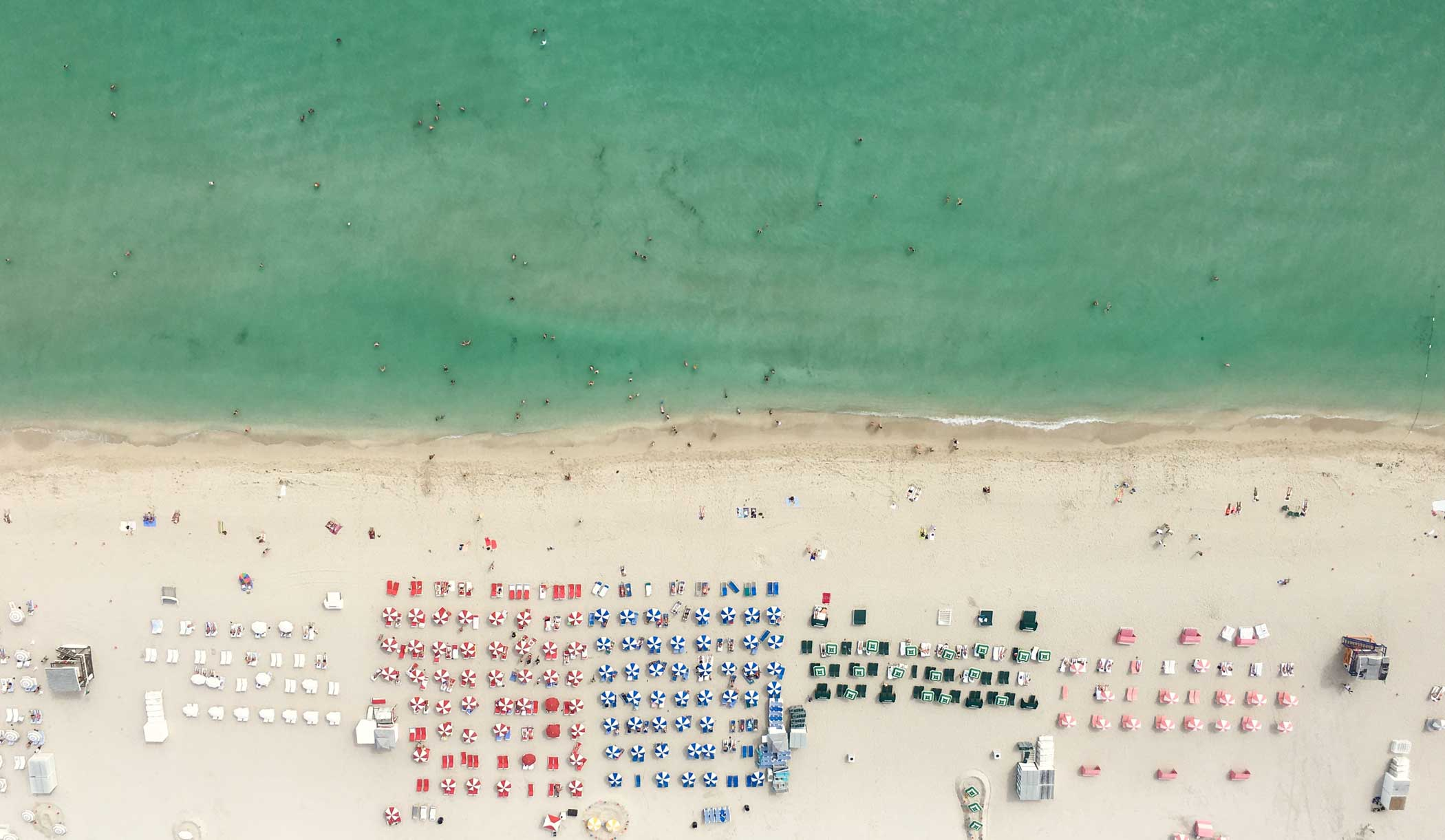 Photographer Bernhard Lang likes capturing landscapes from a higher point of view. He uses  Bird's iView by shooting with the iPhone 6s Plus from a helicopter.