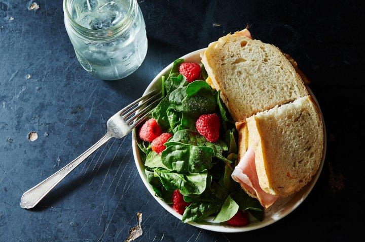 cheap-lunches-salad-sandwich