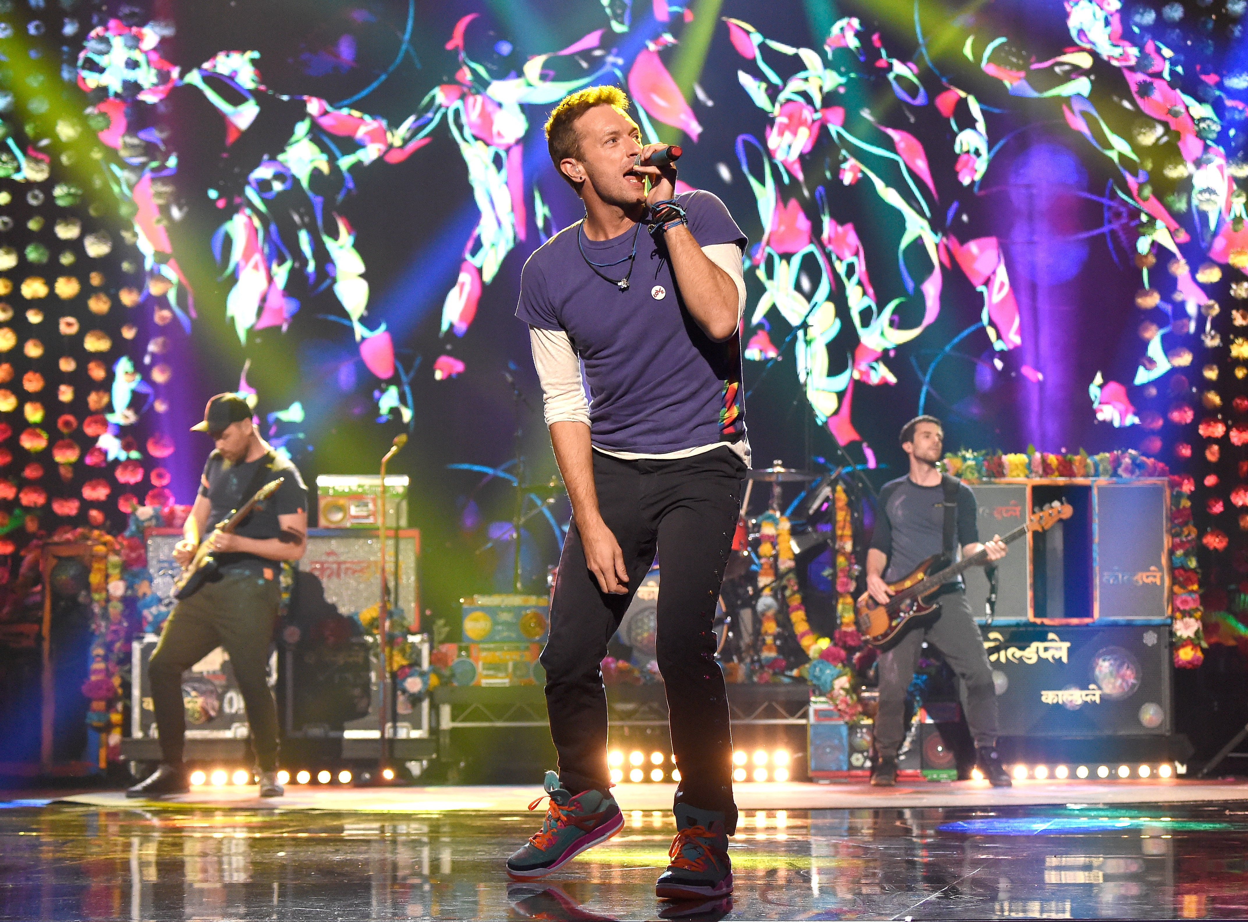 Chris Martin of Coldplay  performs onstage during the 2015 American Music Awards at Microsoft Theater on Nov. 22, 2015 in Los Angeles.
