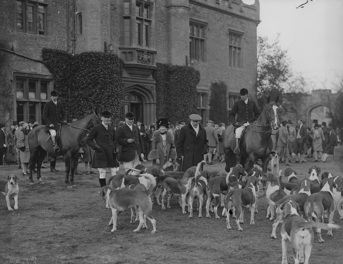 Members of a hunting party outside the Becket country hall, Shrivenham, Berkshire during the Old Berkshire Hunt on Jan. 15, 1930