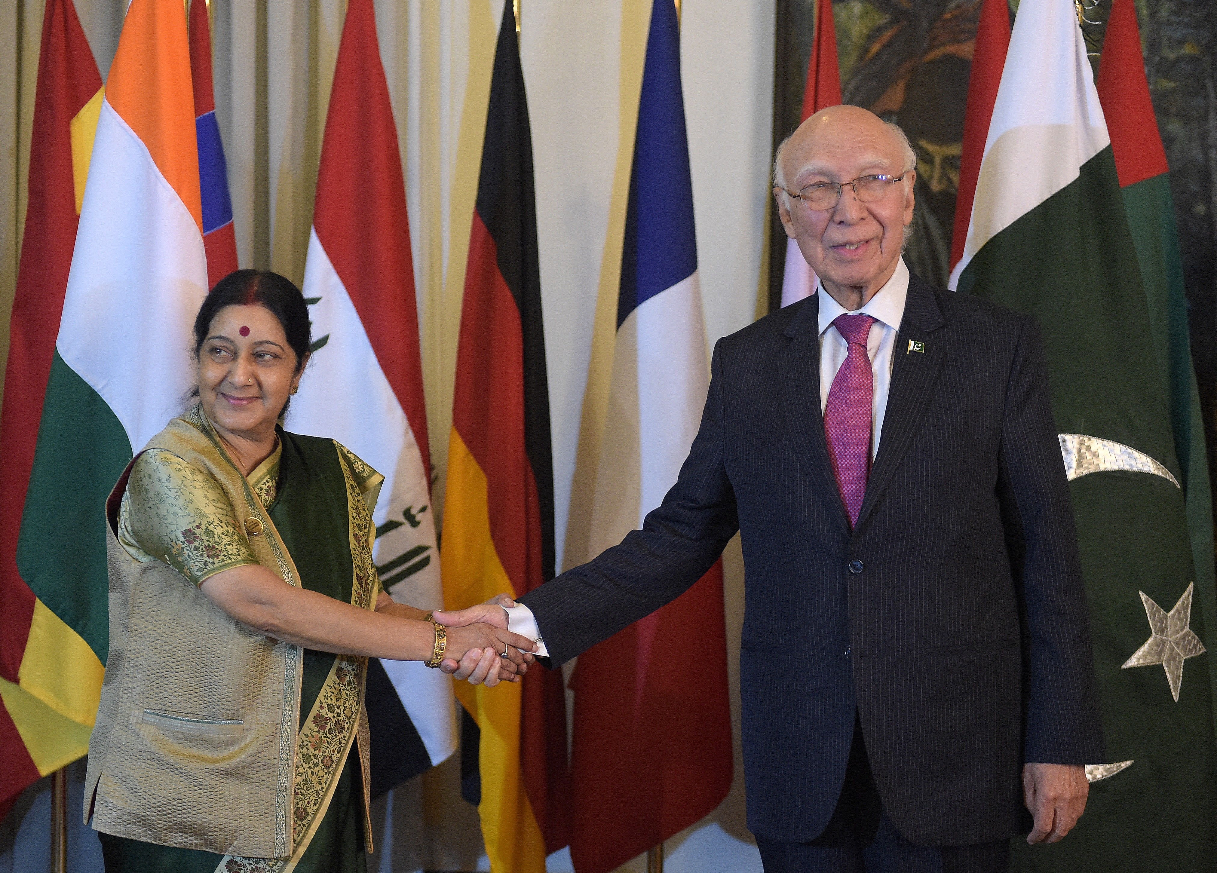 Pakistan's prime-ministerial adviser on foreign affairs Sartaj Aziz, right, shakes hands with Indian Foreign Minister Sushma Swaraj in Islamabad on Dec. 9, 2015
