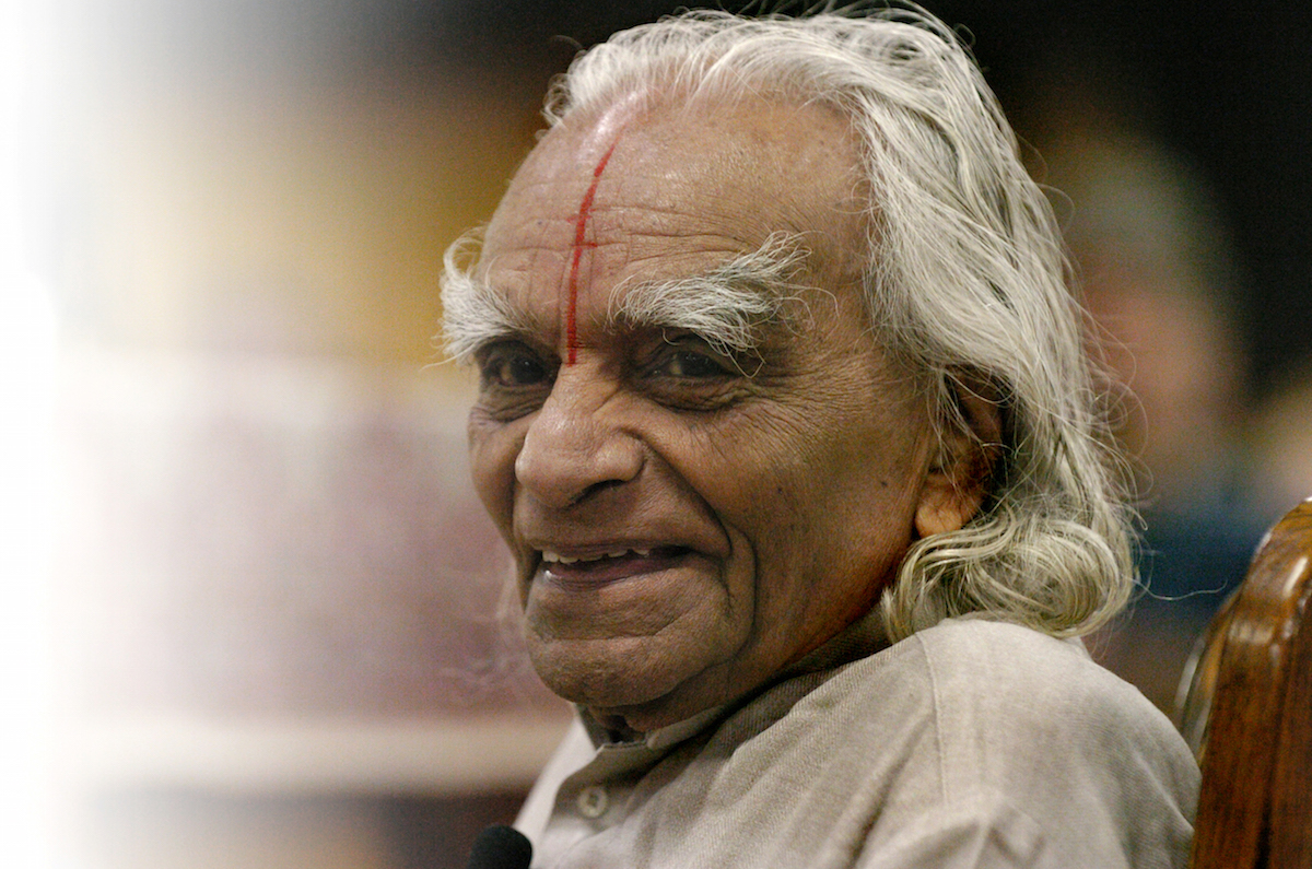 B.K.S. Iyengar teaches an Iyengar Intennsive class to 800 students at The 10th Annual Yoga Journal Colorado Conference in Estes Park on Sept. 28, 2005.