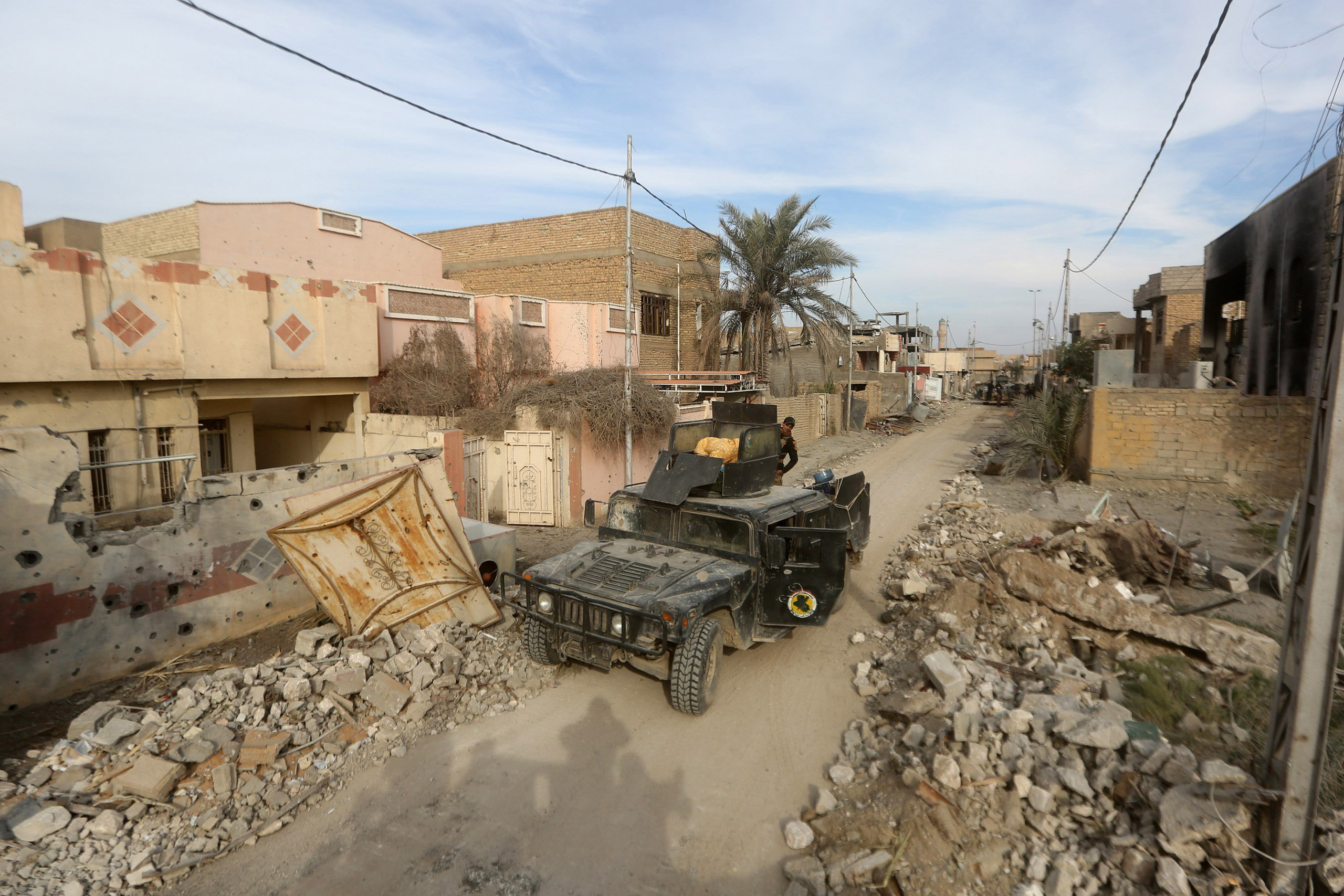 Members of Iraq's elite counter-terrorism service secure the Hoz neighborhood in central Ramadi on Dec. 27, 2015.