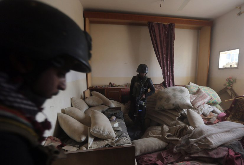 Members of Iraq's elite counter-terrorism service search a building on December 27, 2015 in the Hoz neighbourhood in central Ramadi, the capital of Iraq's Anbar province, about 110 kilometers west of Baghdad, during military operations conducted by Iraqi pro-government forces against the Islamic State (IS) jihadist group. Jihadist fighters abandoned their last stronghold in Ramadi today, bringing Iraqi federal forces within sight of their biggest victory since last year's massive offensive by the Islamic State group. AFP PHOTO / AHMAD AL-RUBAYEAHMAD AL-RUBAYE/AFP/Getty Images