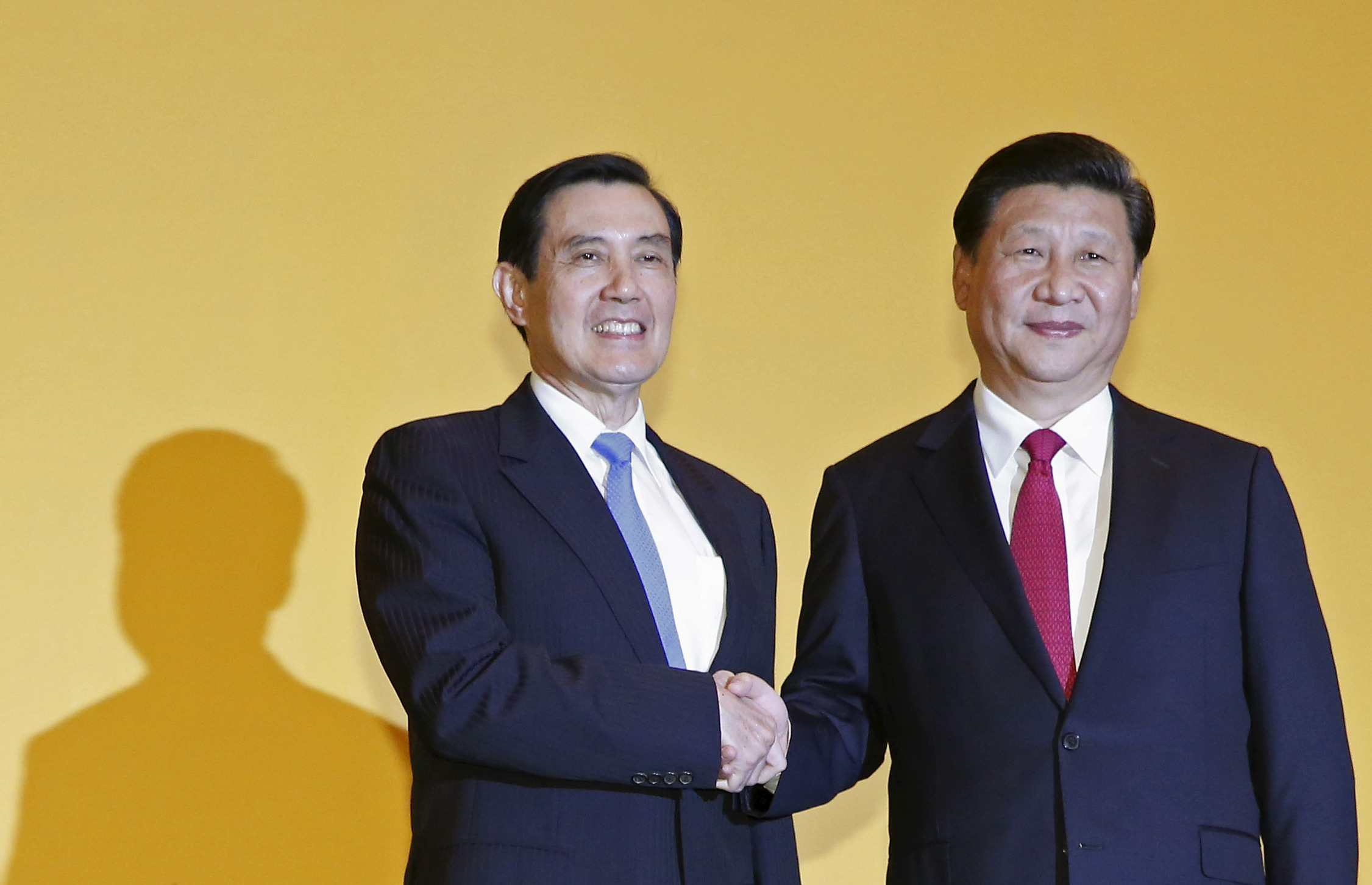 Chinese President Xi Jinping shakes hands with Taiwan's President Ma Ying-jeou during a summit in Singapore November 7, 2015