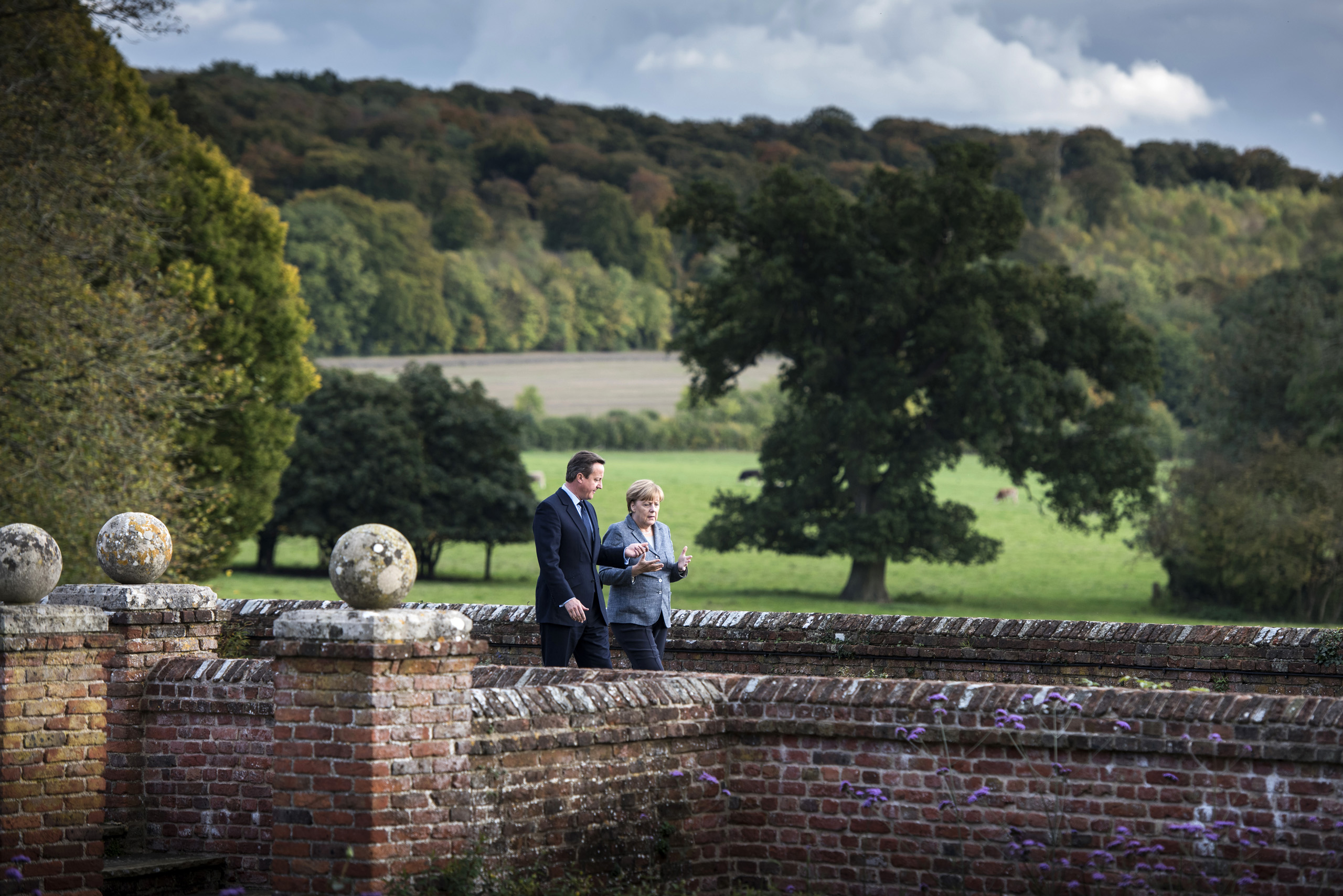 Federal Chancellor Angela Merkel and British Prime Minister David Cameron take a walk in the garden of Chequers Court, the country house retreat of U.K.'s Prime Minister at the beginning of the Chancellor's visit. Oct. 9, 2015.