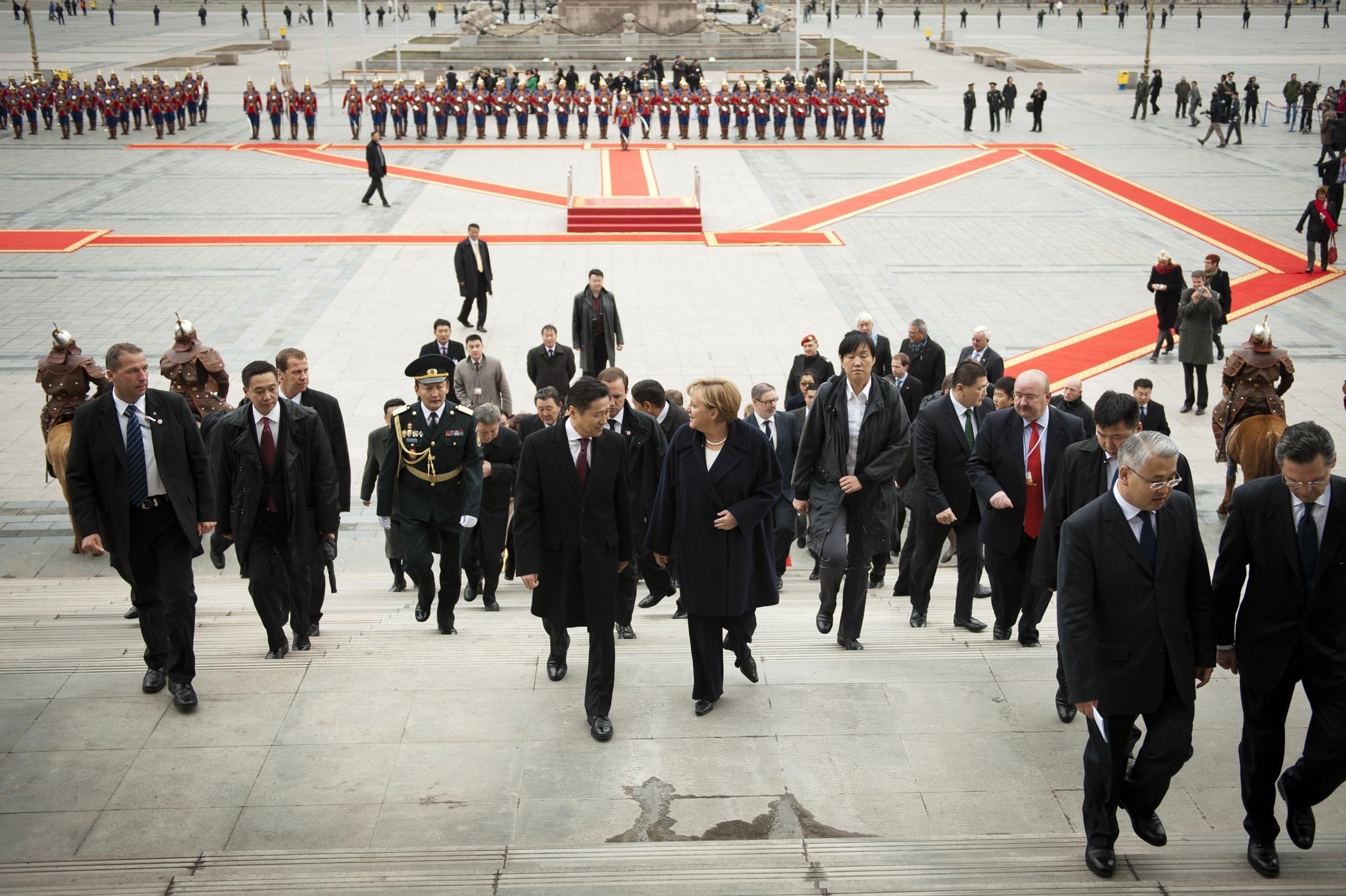 Chancellor Angela Merkel is Benimm welcomed by Mongolian Prime Minister Sukhbaatar Batbold in Ulan Bator. Oct. 13, 2011.